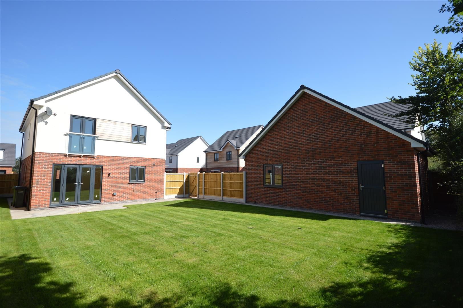 4 bed detached for sale in Kingsland 13
