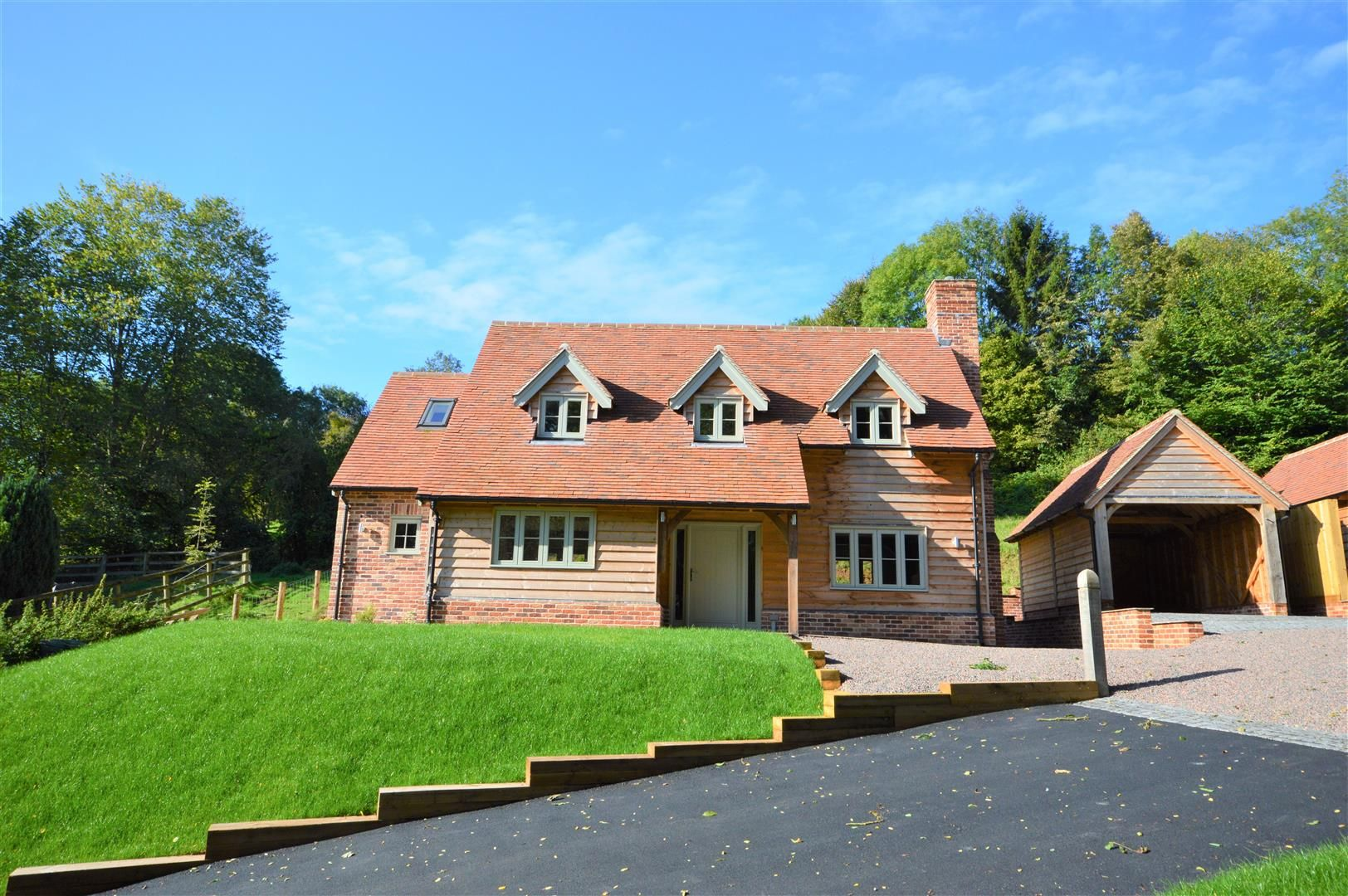 3 bed detached for sale in Dilwyn, HR4