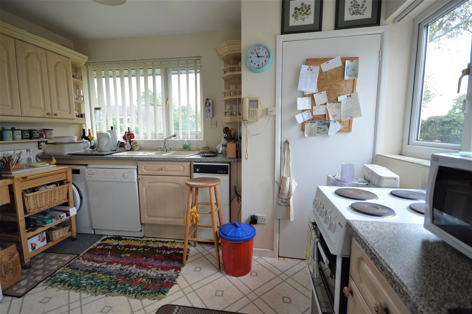 2 bed detached-bungalow for sale in Pembridge 7