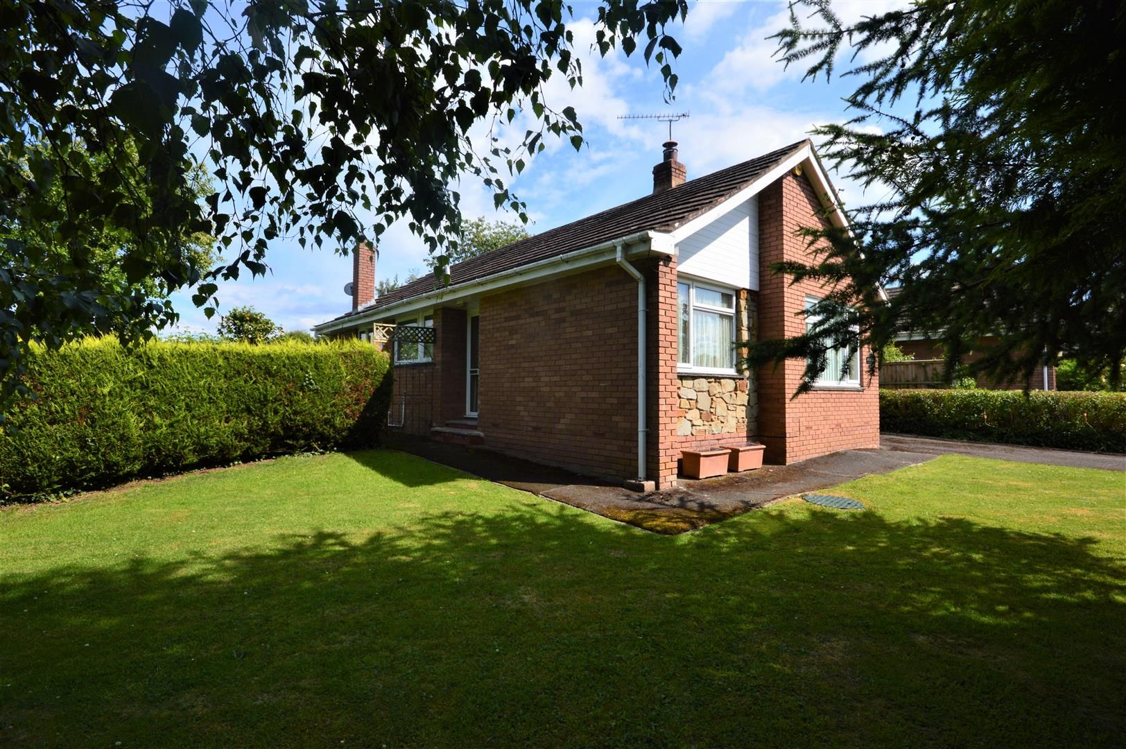 2 bed detached-bungalow for sale in Pembridge 10