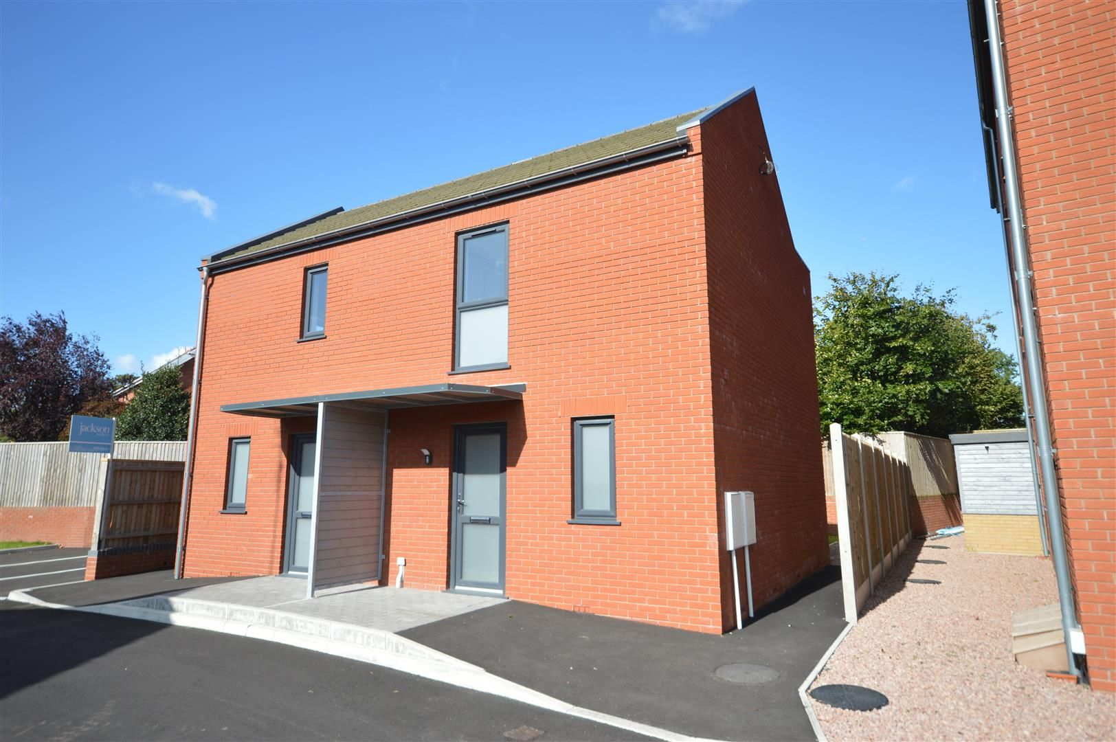 2 bed semi-detached for sale in Leominster - Property Image 1