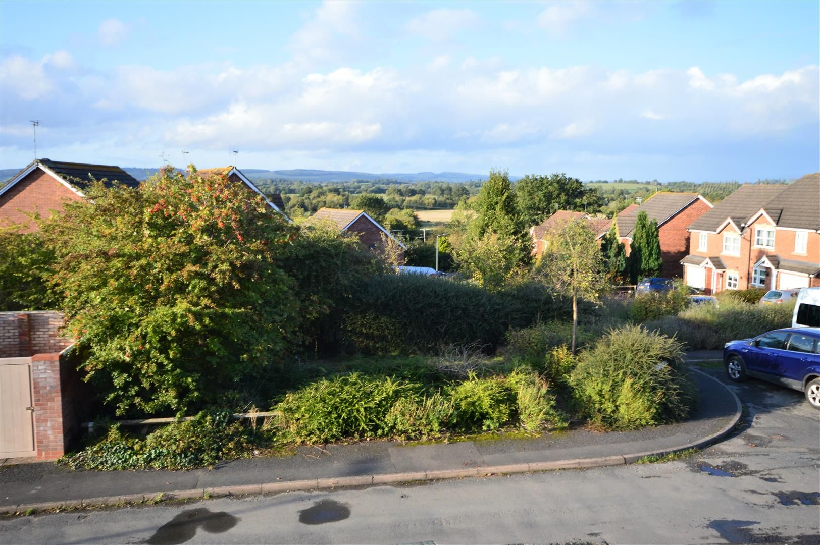 3 bed semi-detached for sale in Leominster 10