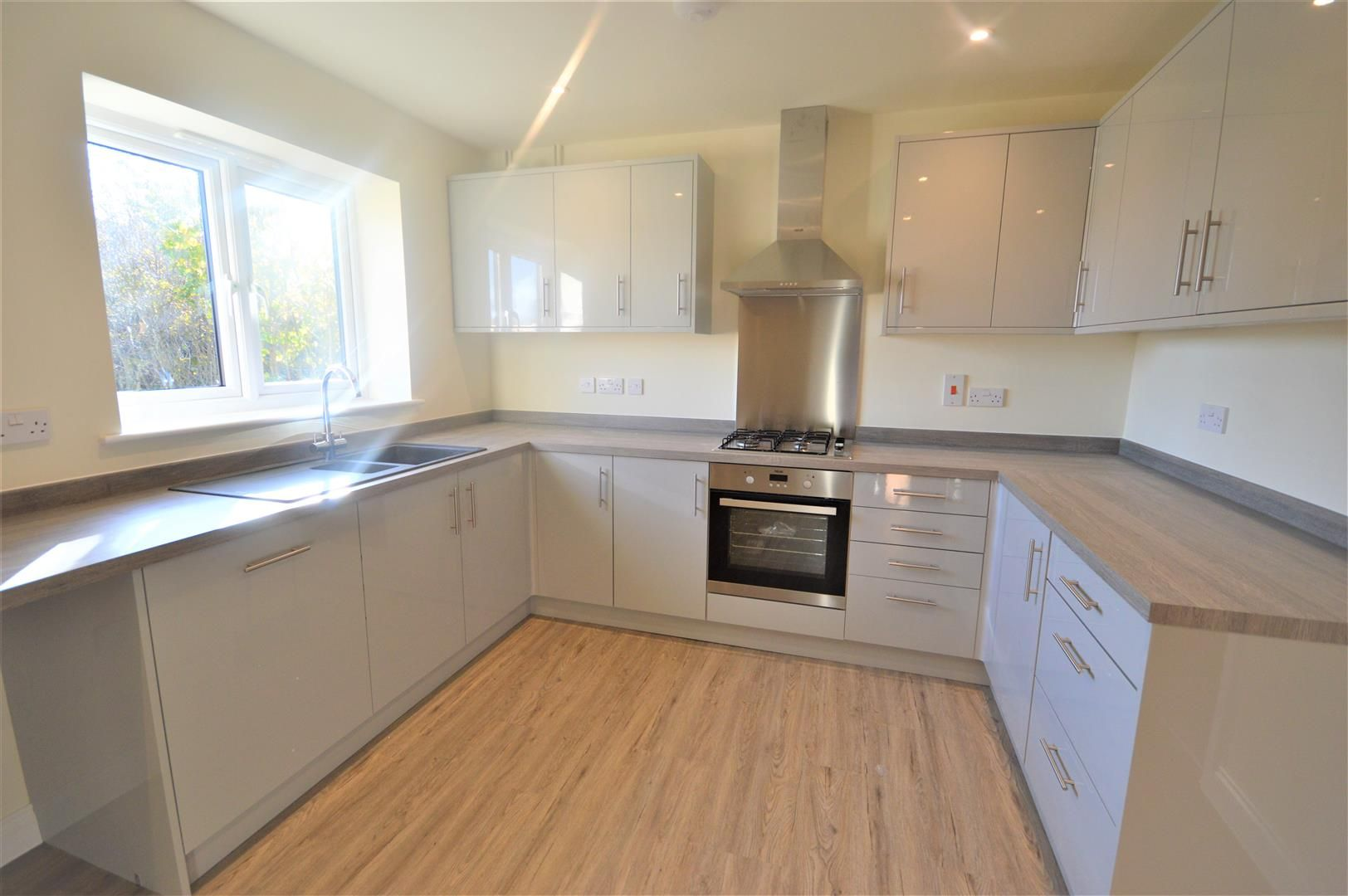 3 bed semi-detached for sale in Kingsland 4