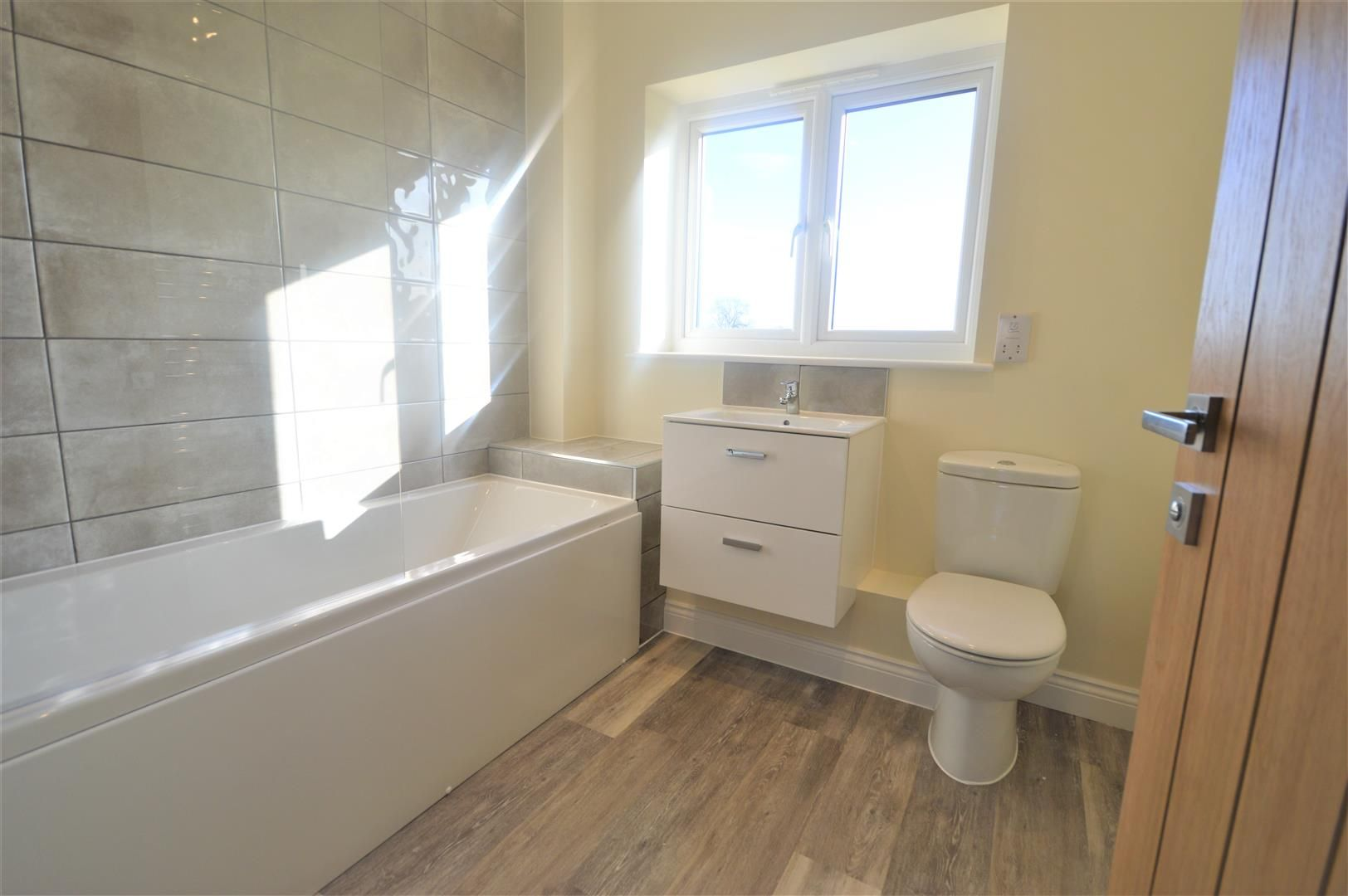 3 bed semi-detached for sale in Kingsland 6