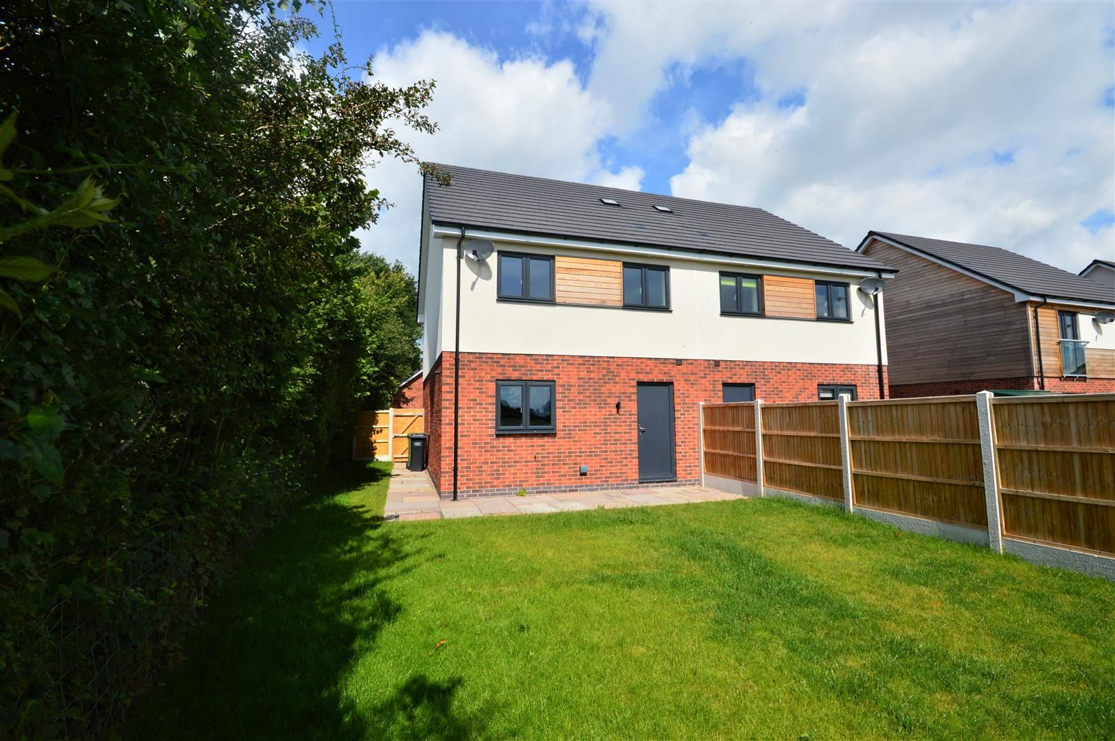 3 bed semi-detached for sale in Kingsland 8