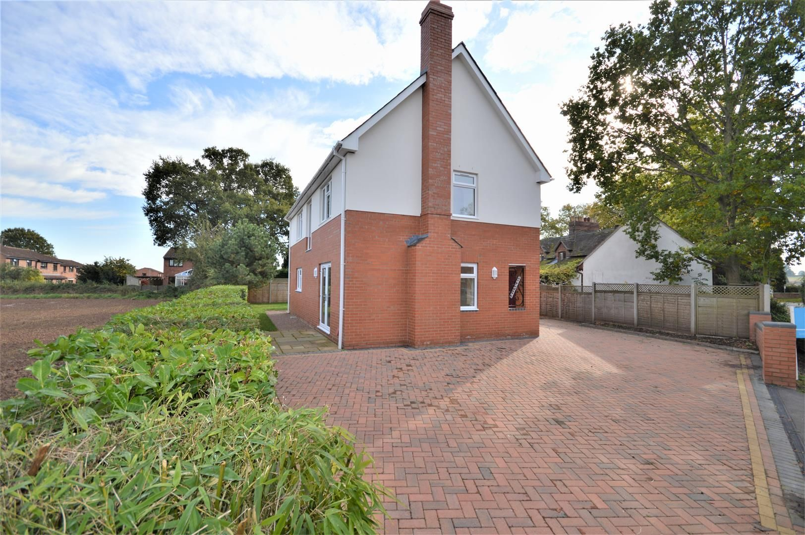 4 bed detached for sale in Kings Acre 8