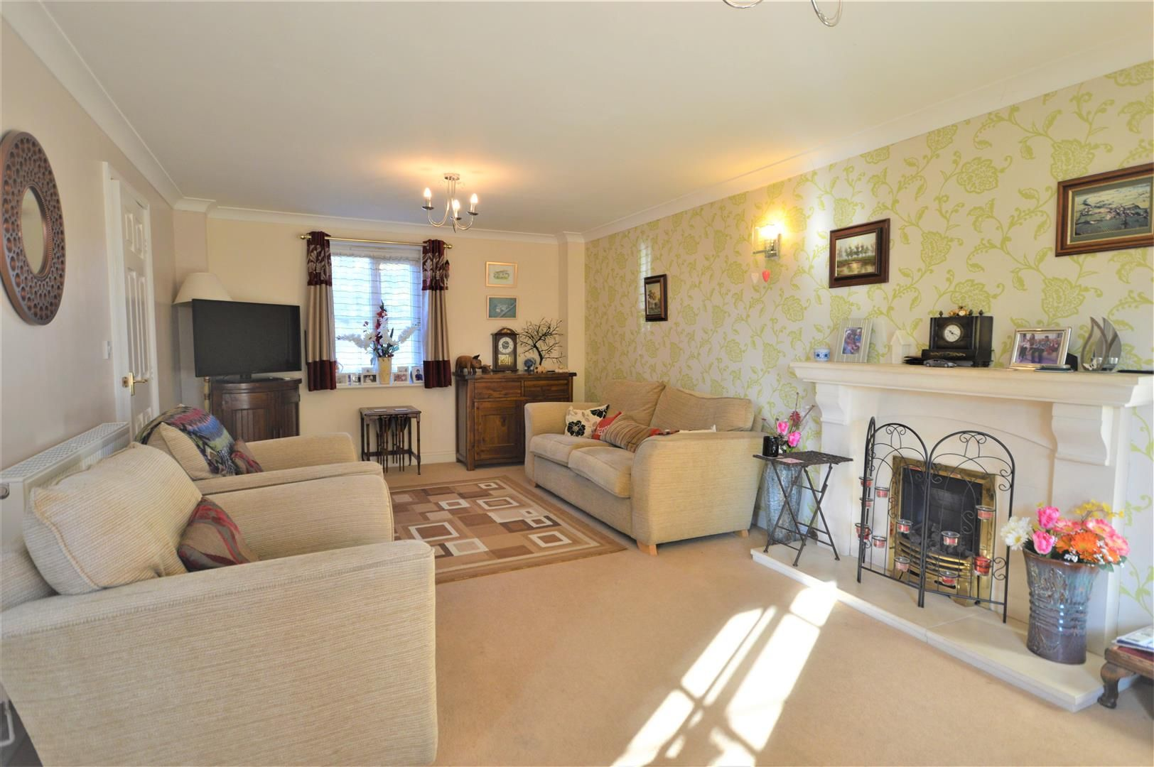 4 bed semi-detached for sale in Leominster  - Property Image 3