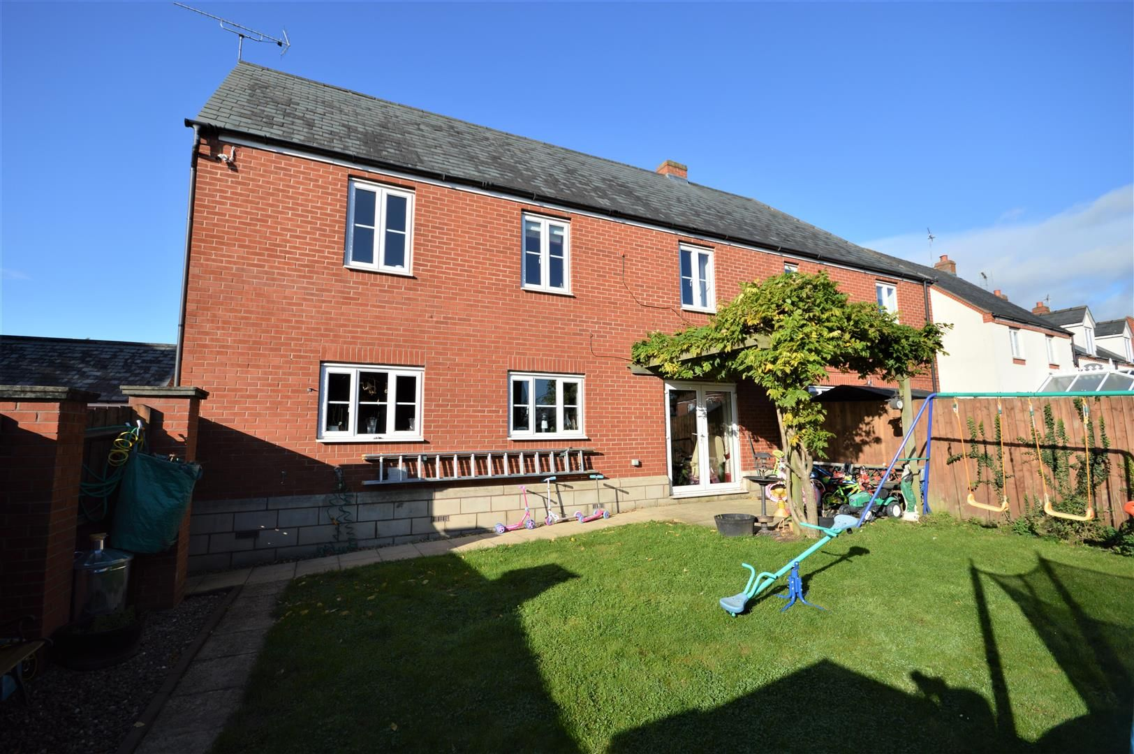 4 bed semi-detached for sale in Leominster 7