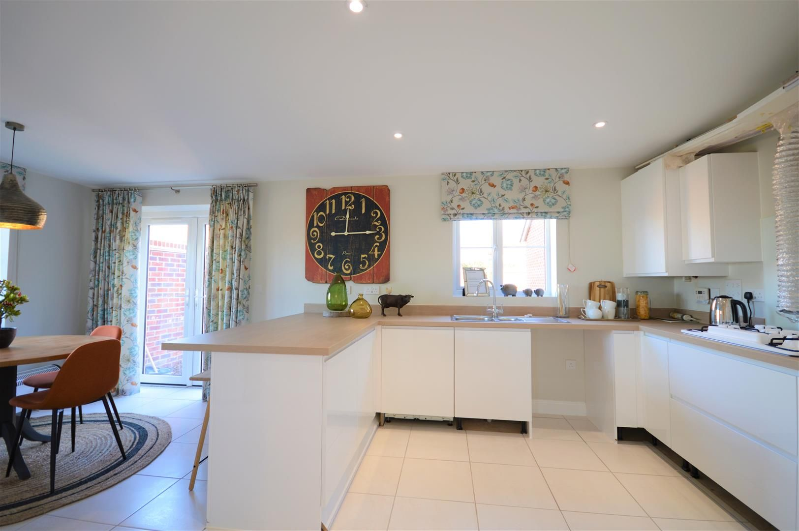3 bed detached for sale in Kingstone 4
