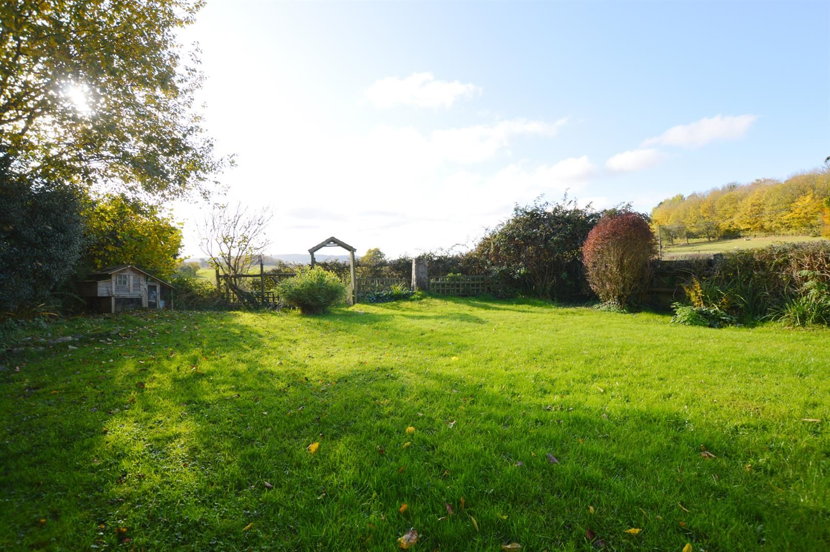 3 bed semi-detached for sale in Dilwyn 9