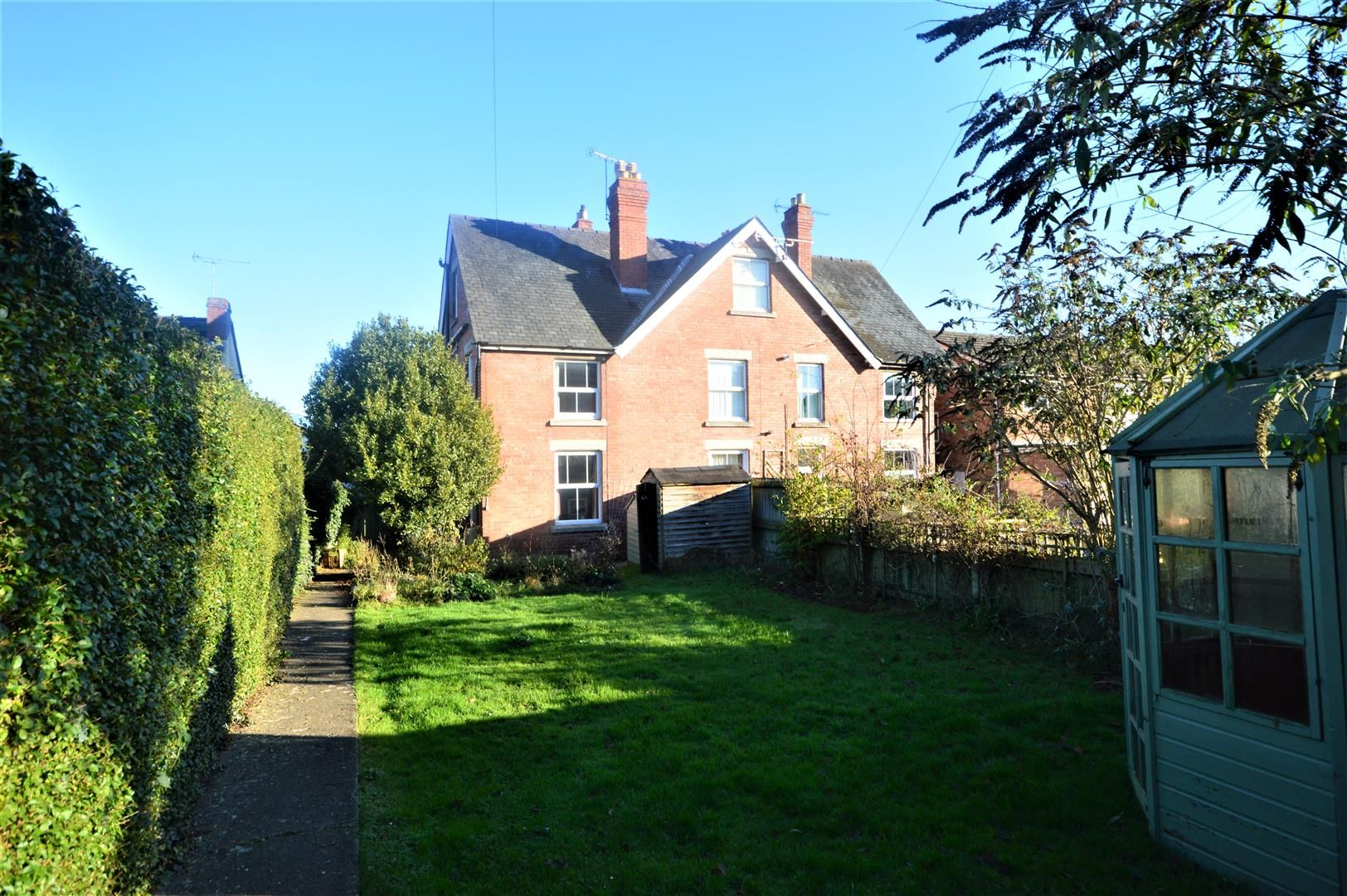 3 bed end-of-terrace for sale in Leominster 1