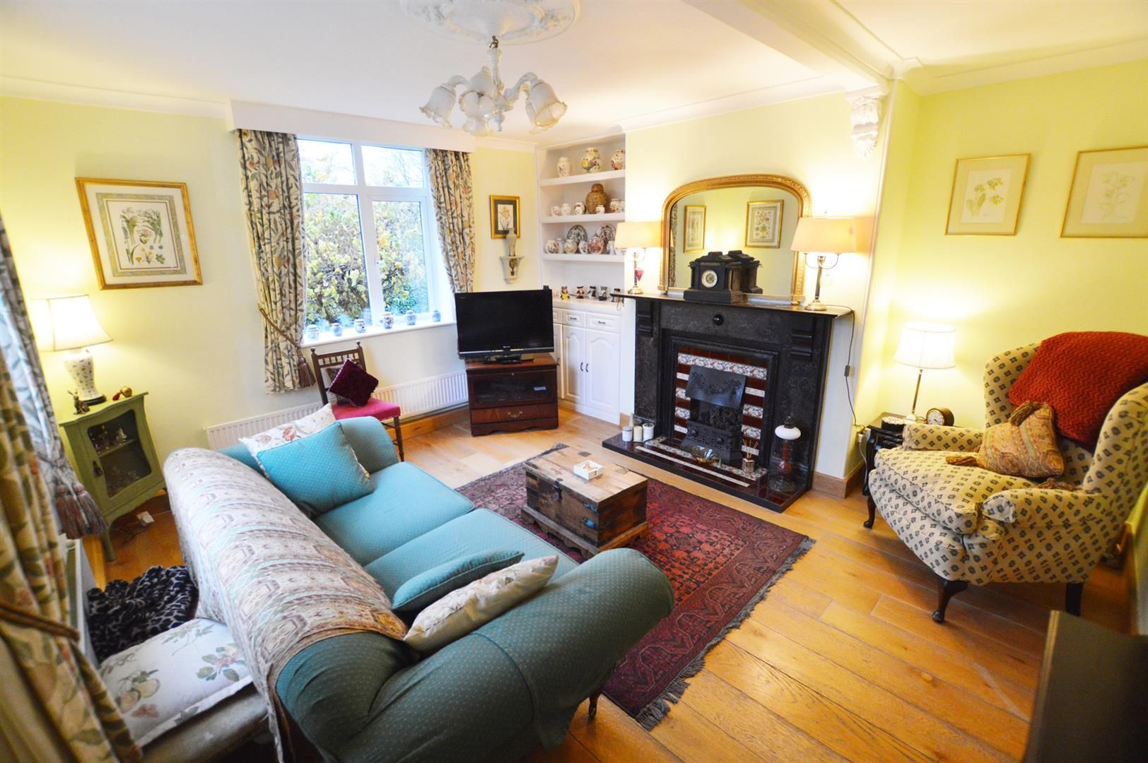 4 bed semi-detached for sale in Leysters 2