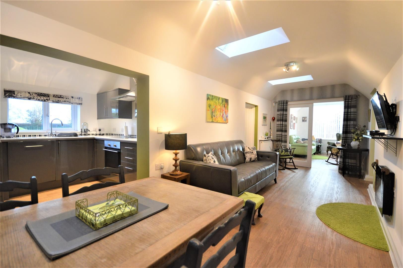 4 bed semi-detached for sale in Leysters  - Property Image 3