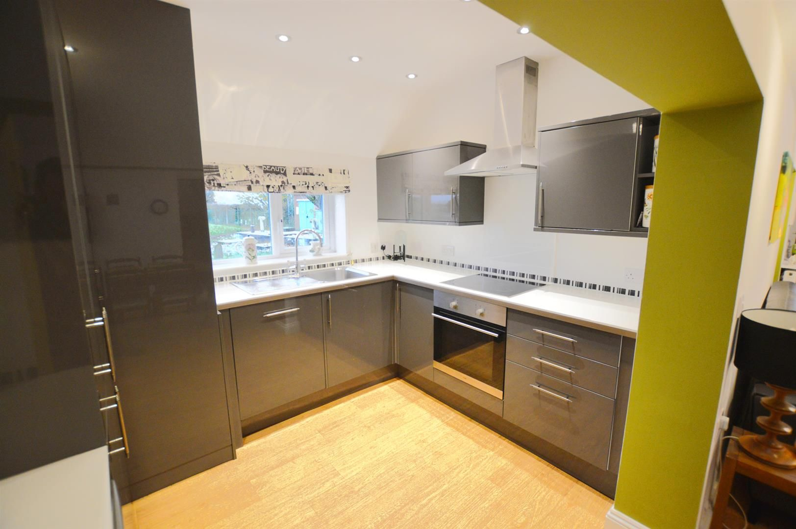 4 bed semi-detached for sale in Leysters 4