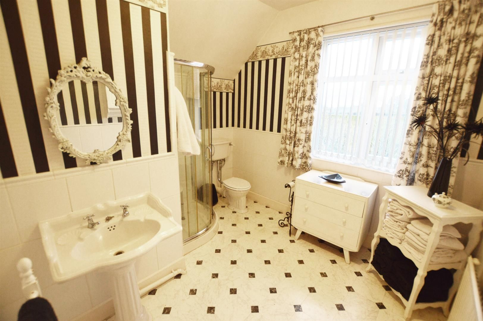 4 bed semi-detached for sale in Leysters 9
