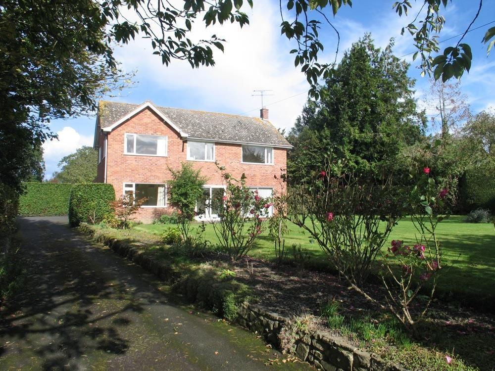 4 bed detached to rent in Kingsland 2