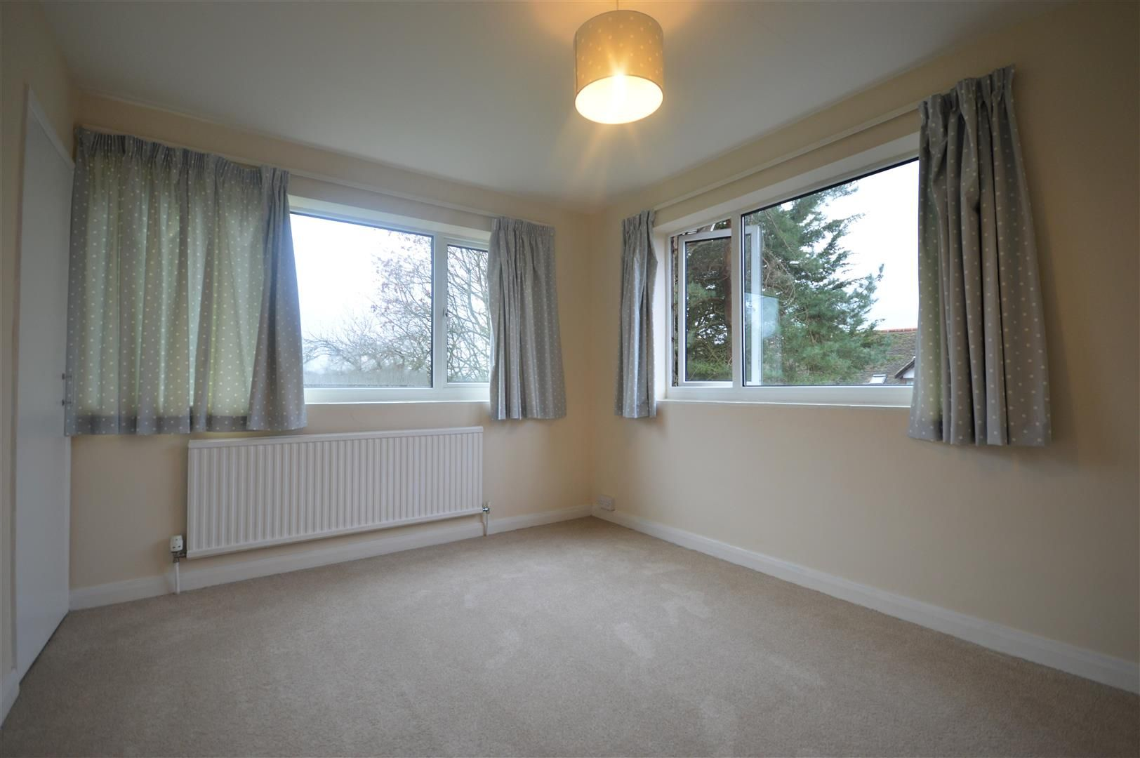 4 bed detached to rent in Kingsland 12