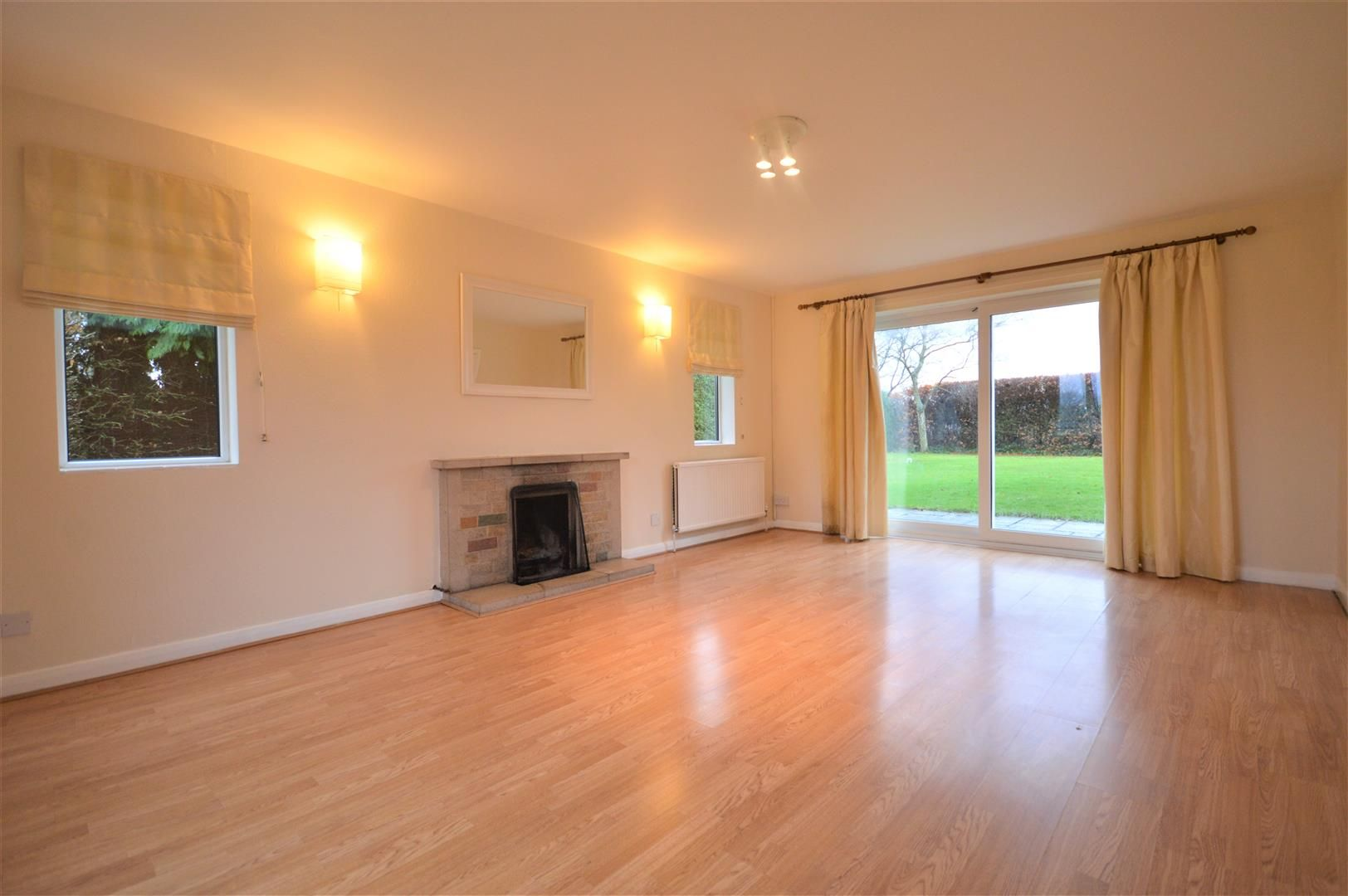 4 bed detached to rent in Kingsland 3