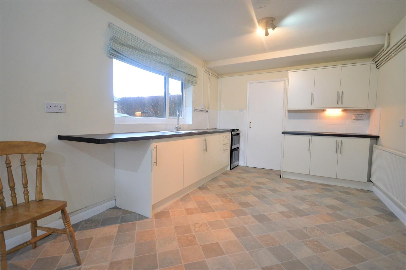 4 bed detached to rent in Kingsland 4