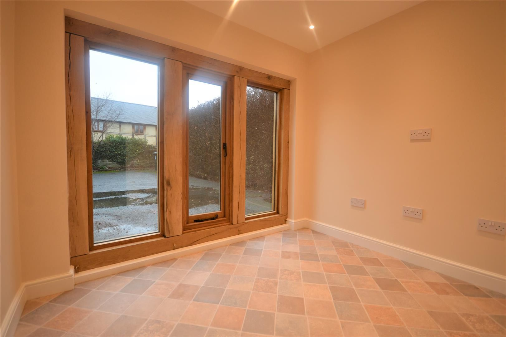 4 bed detached to rent in Kingsland 7