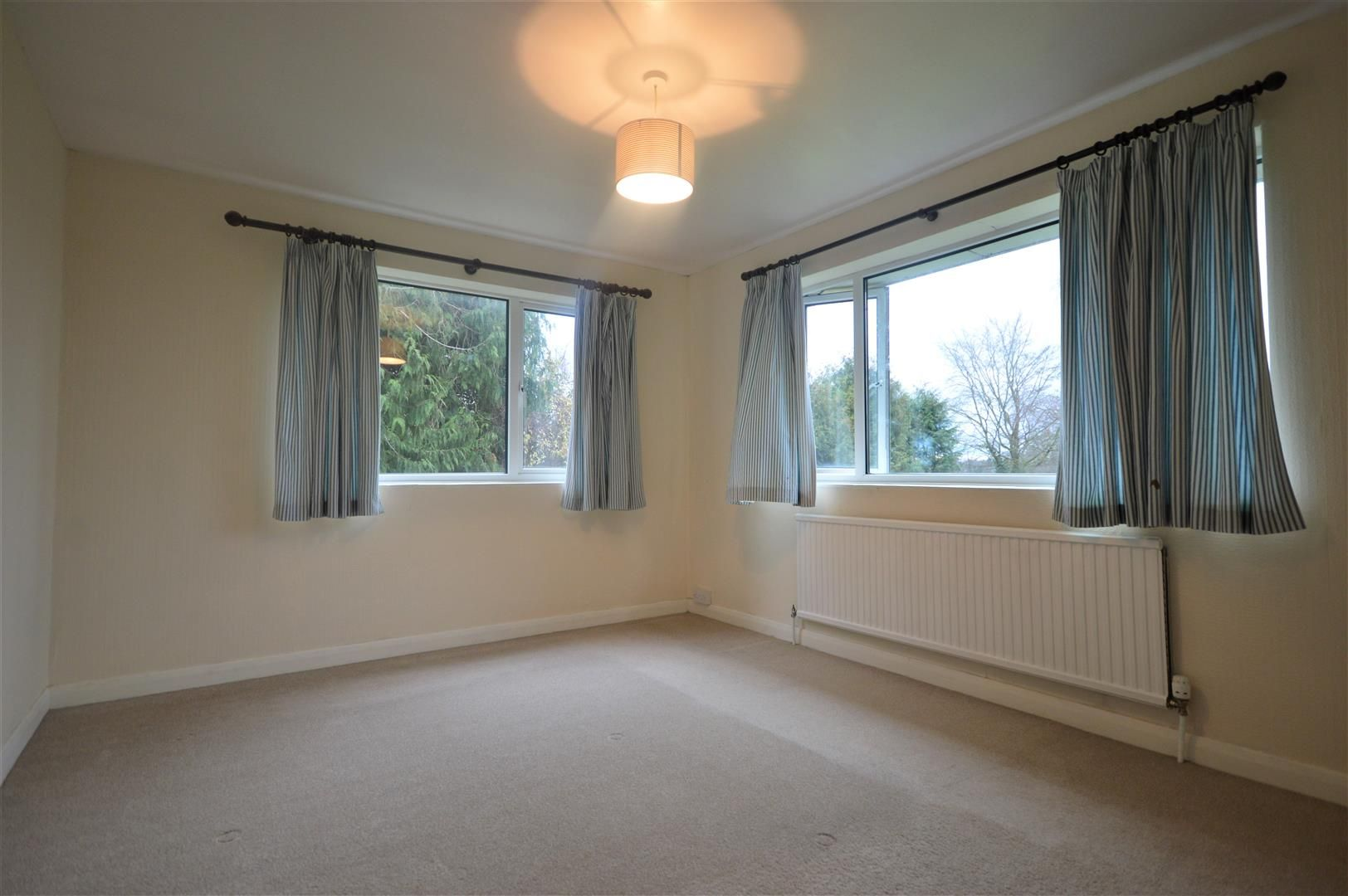4 bed detached to rent in Kingsland 10