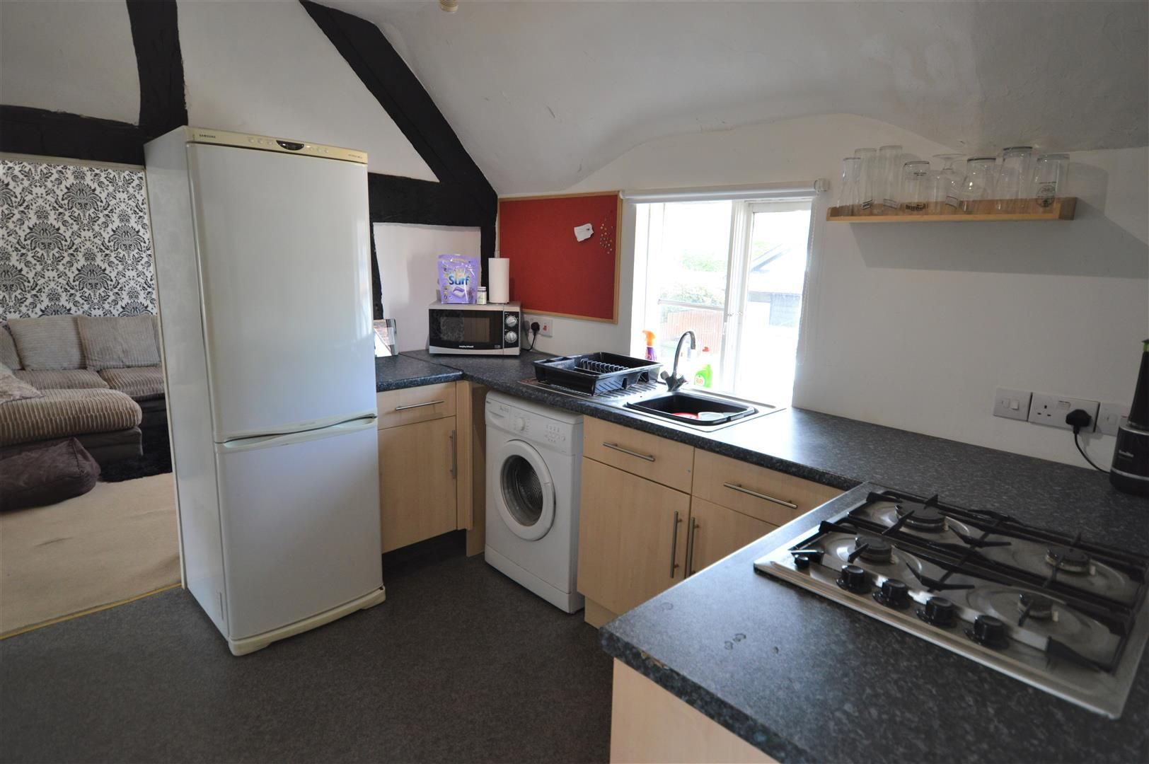 1 bed flat to rent in Kingsland 3