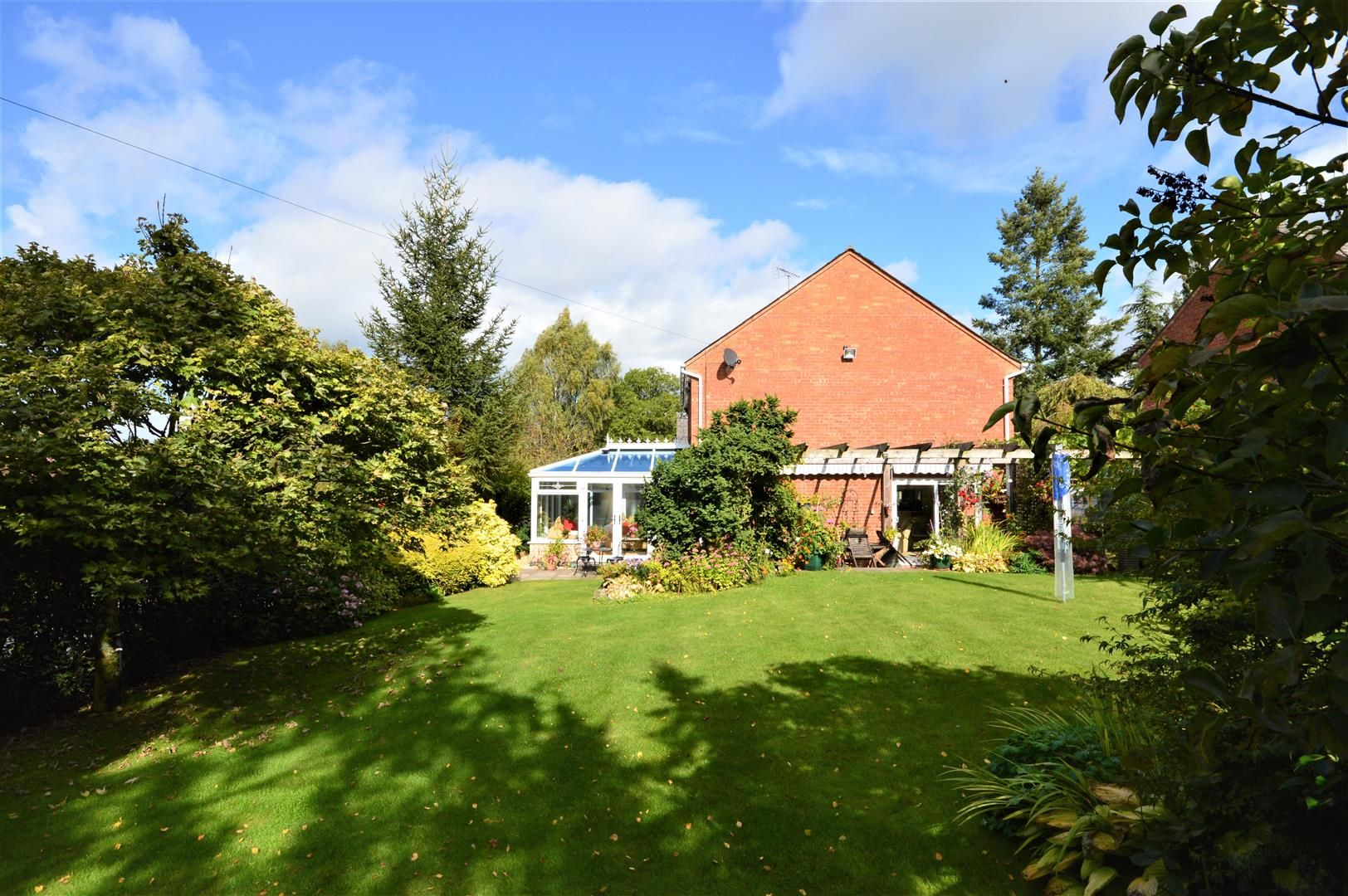 4 bed detached for sale in Luston 16