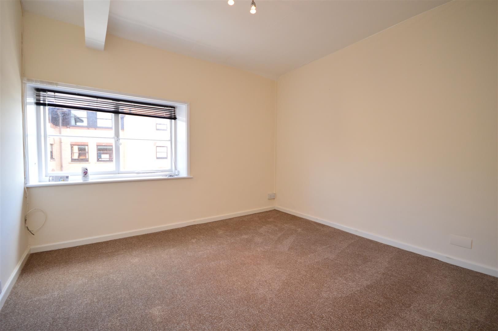 1 bed flat to rent, HR4