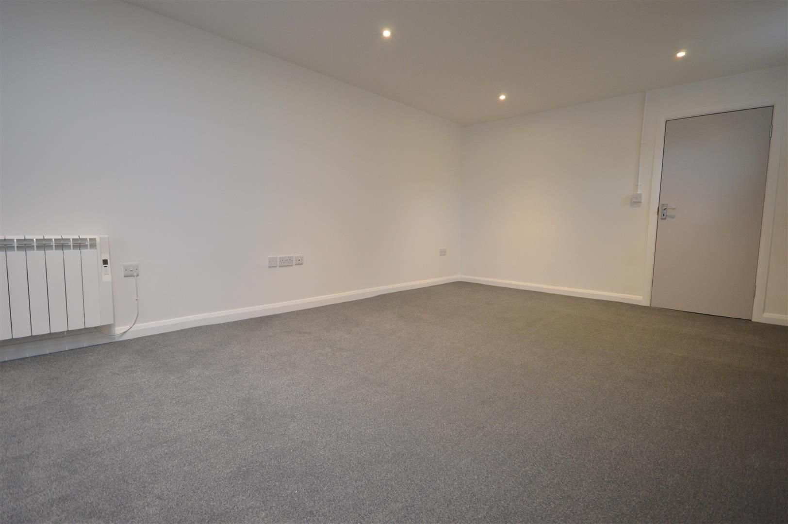 1 bed flat to rent in Leominster 4