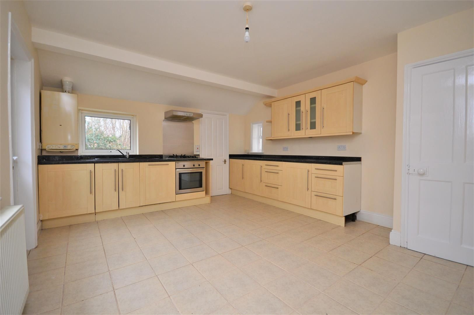 3 bed detached-bungalow for sale in Hereford 2