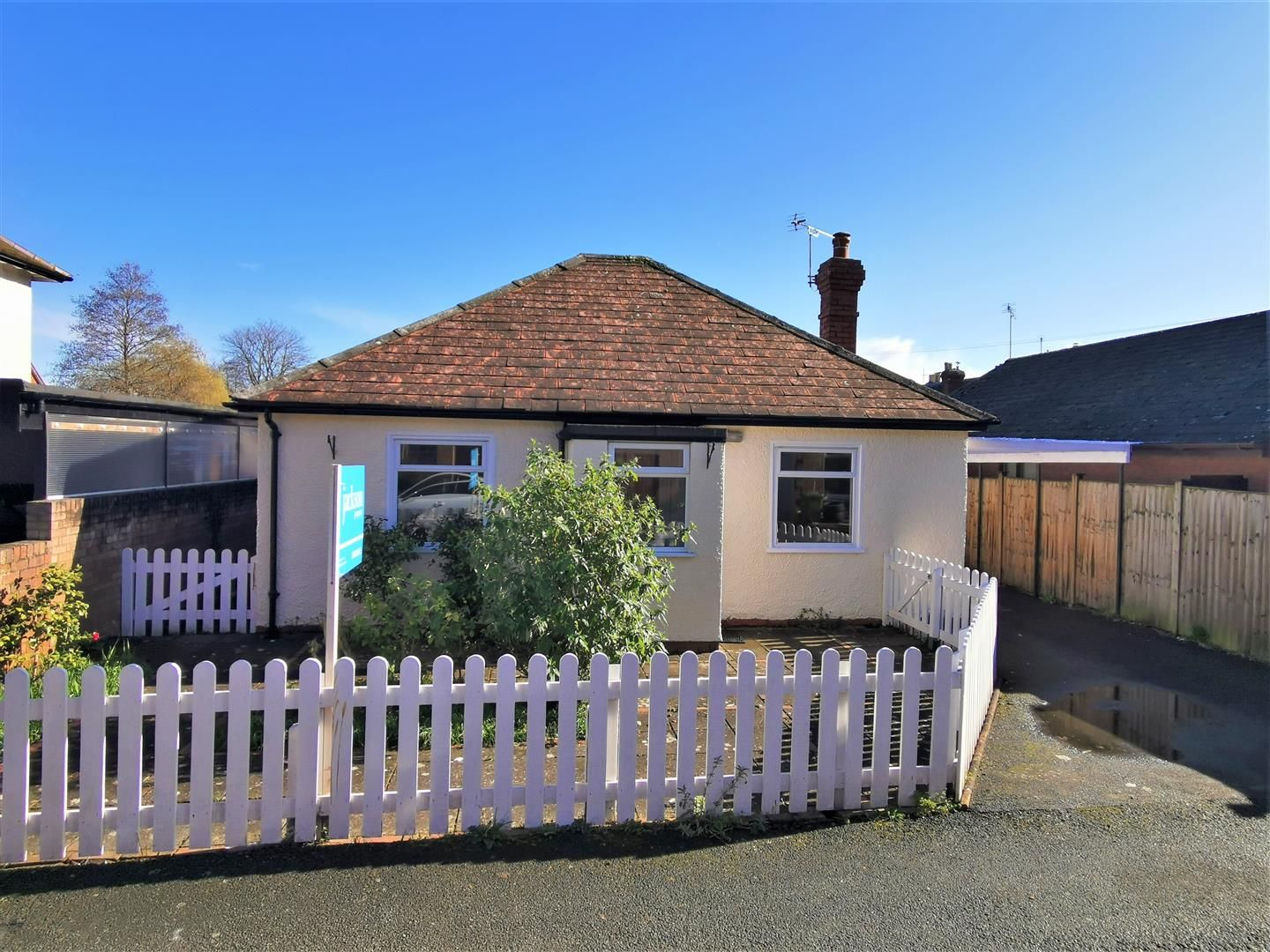 3 bed detached-bungalow for sale in Hereford 13