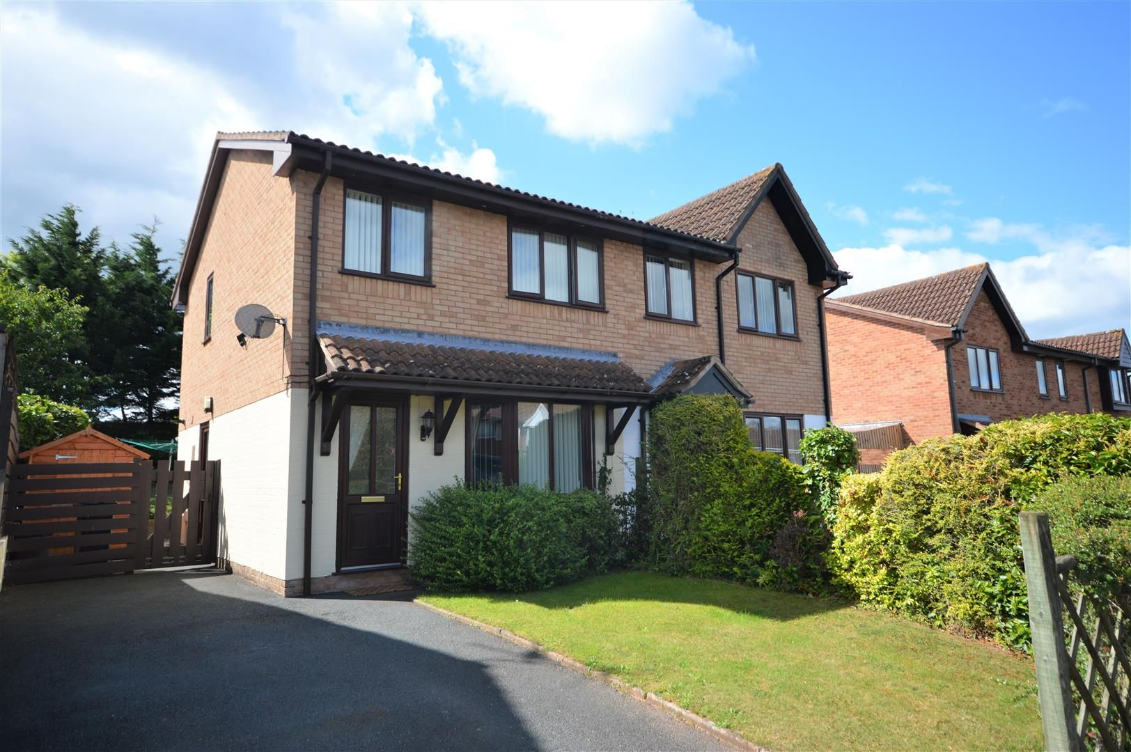 3 bed semi-detached for sale in Leominster 1