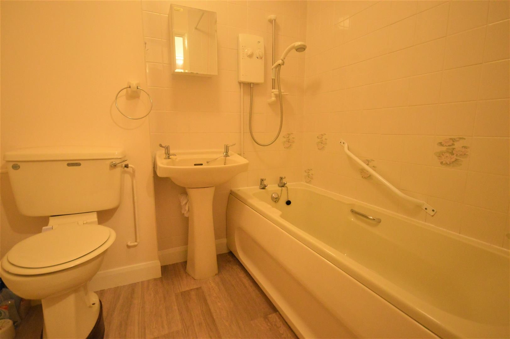 1 bed retirement-property for sale in Leominster  - Property Image 5