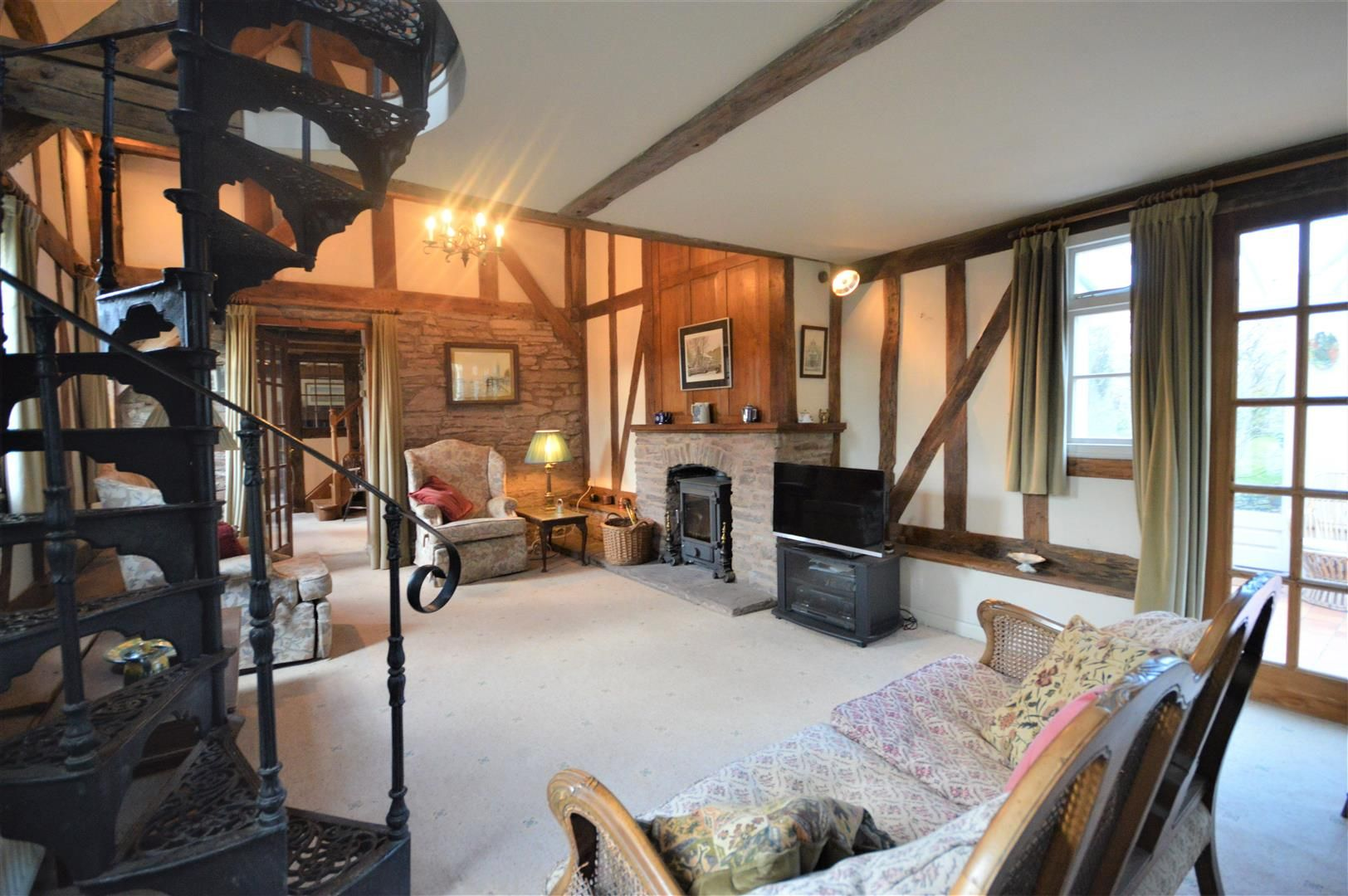 3 bed country house for sale in Kimbolton 7