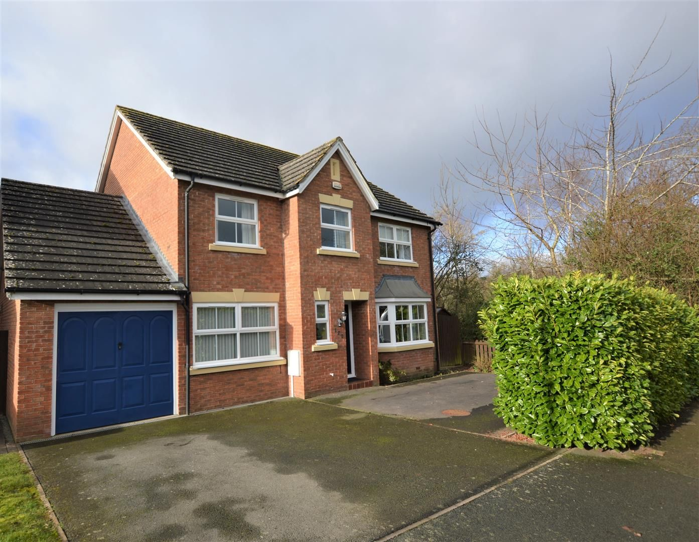 5 bed detached for sale in Leominster 1