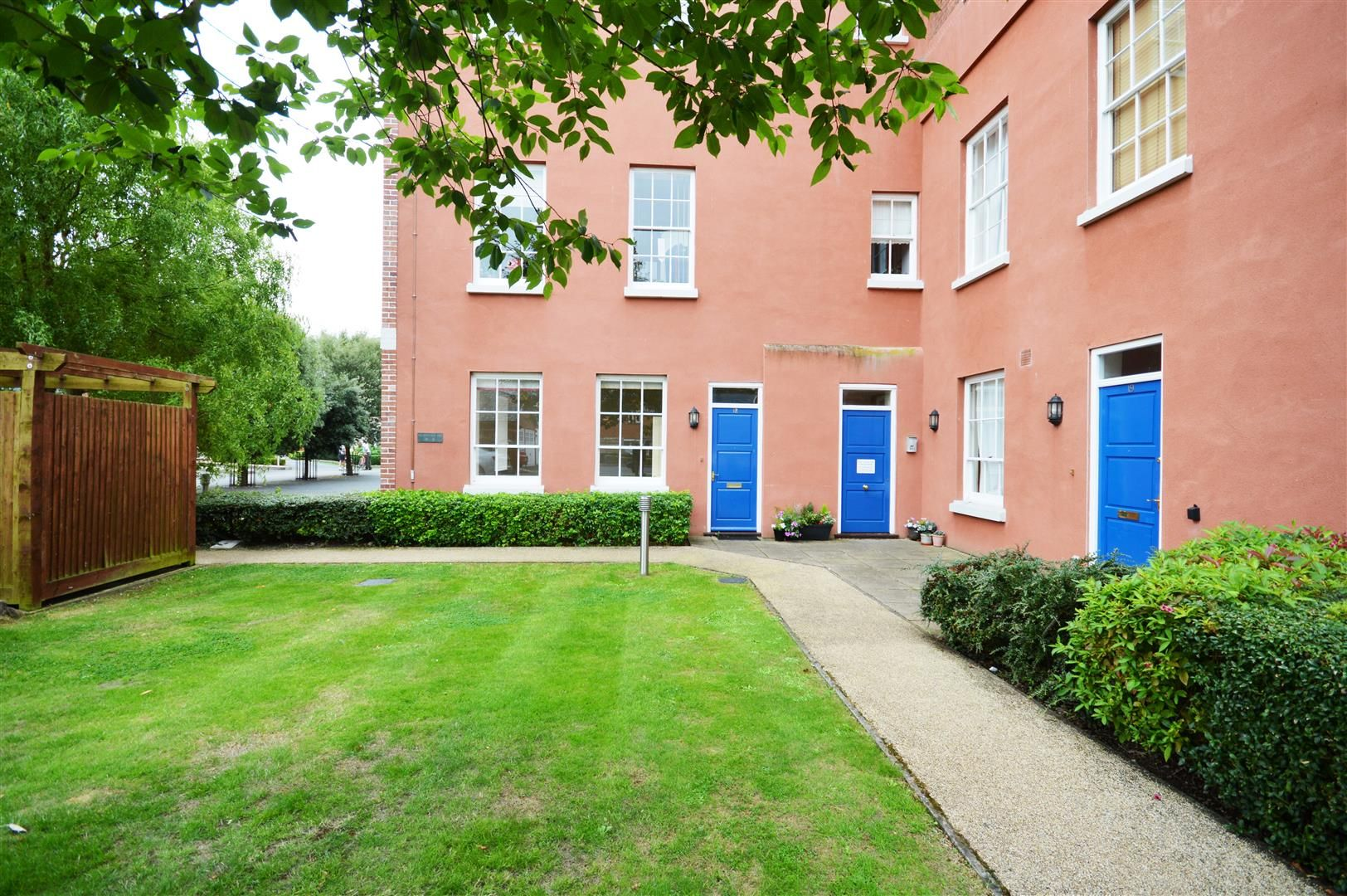 2 bed apartment to rent, HR1
