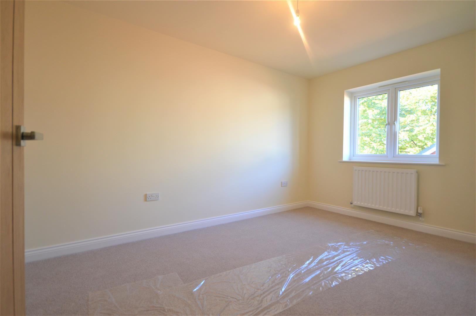 3 bed semi-detached for sale in Kingsland 5