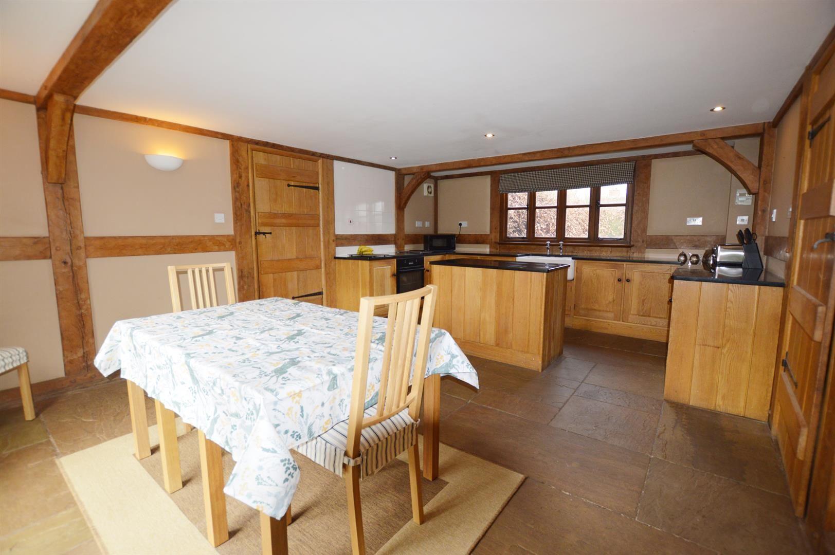 3 bed detached for sale in Pembridge 3