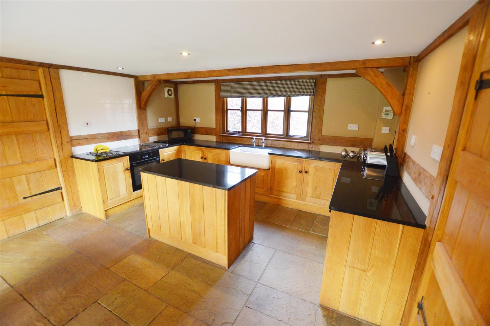 3 bed detached for sale in Pembridge  - Property Image 4