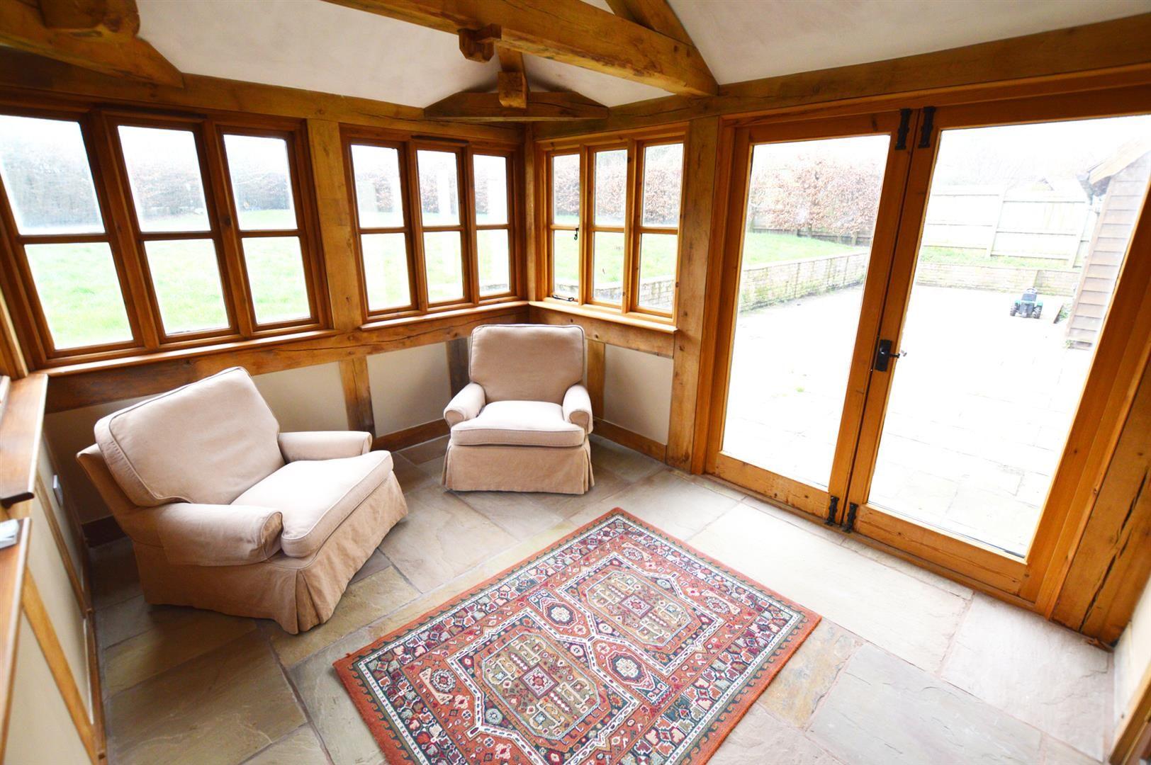 3 bed detached for sale in Pembridge 5