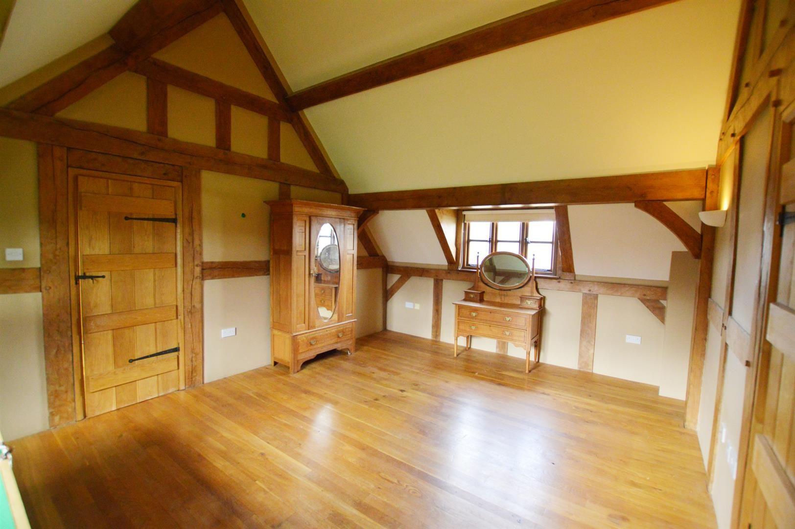 3 bed detached for sale in Pembridge 7
