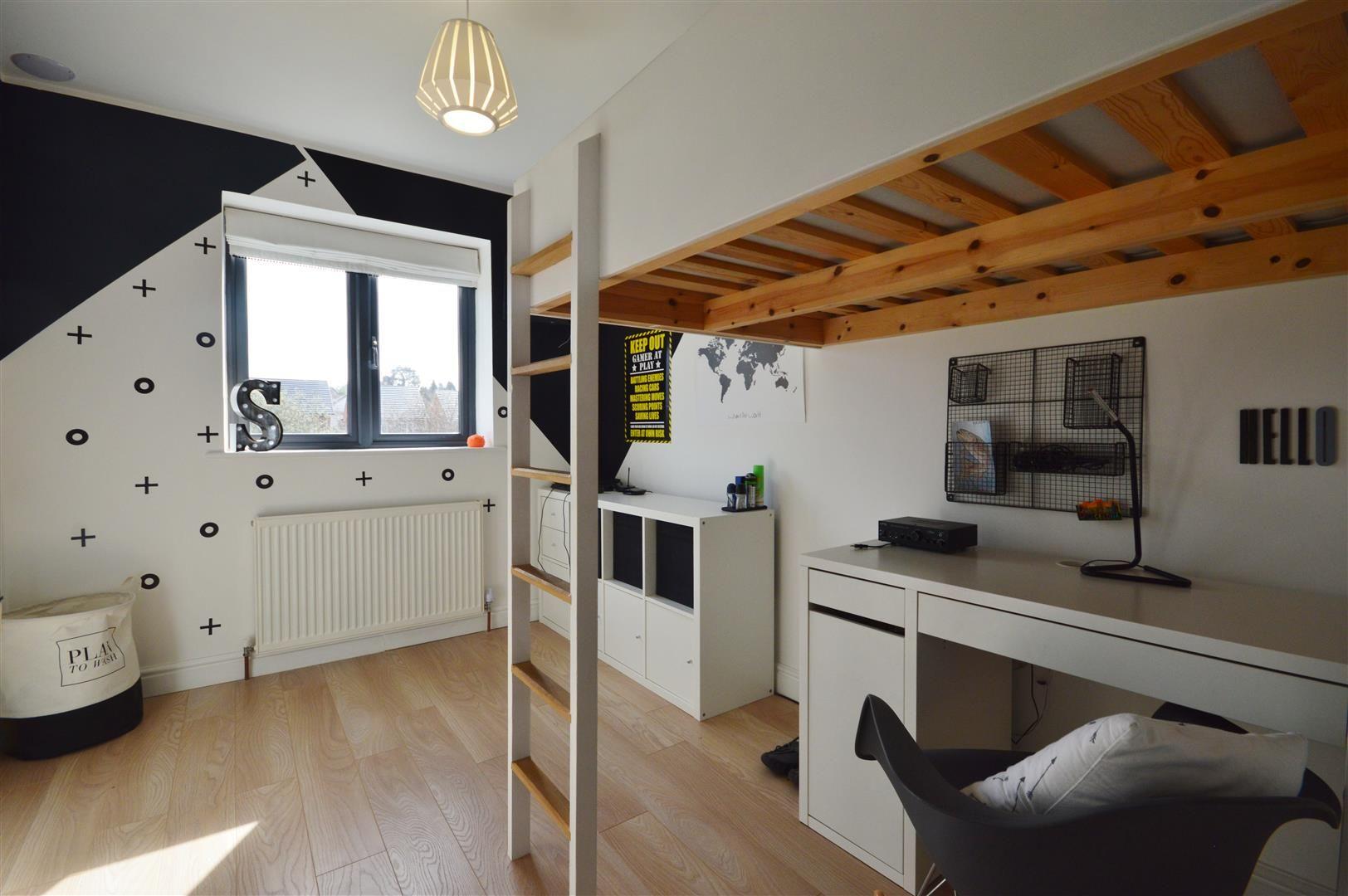 5 bed detached for sale in Leominster 13