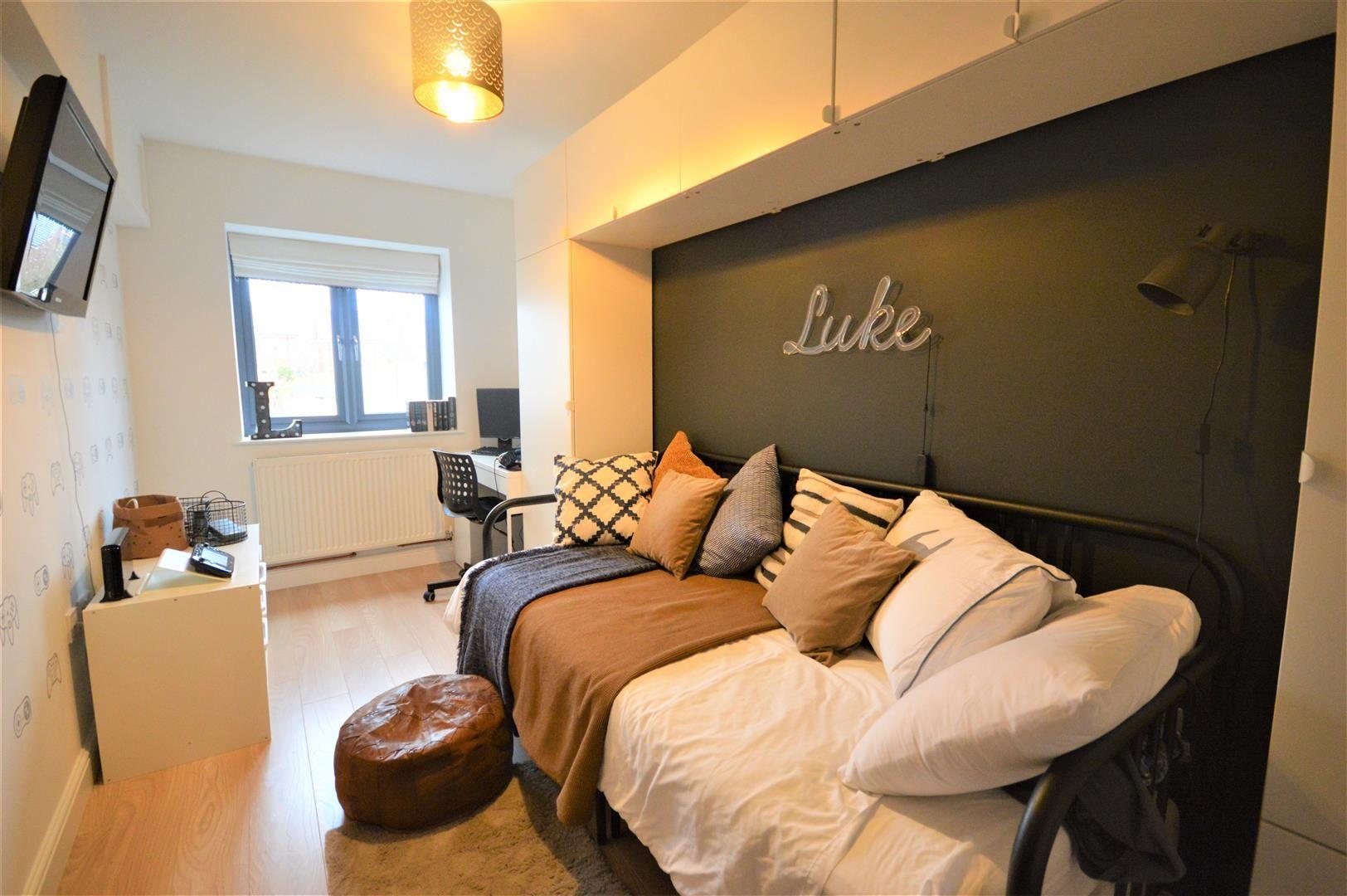 5 bed detached for sale in Leominster 7
