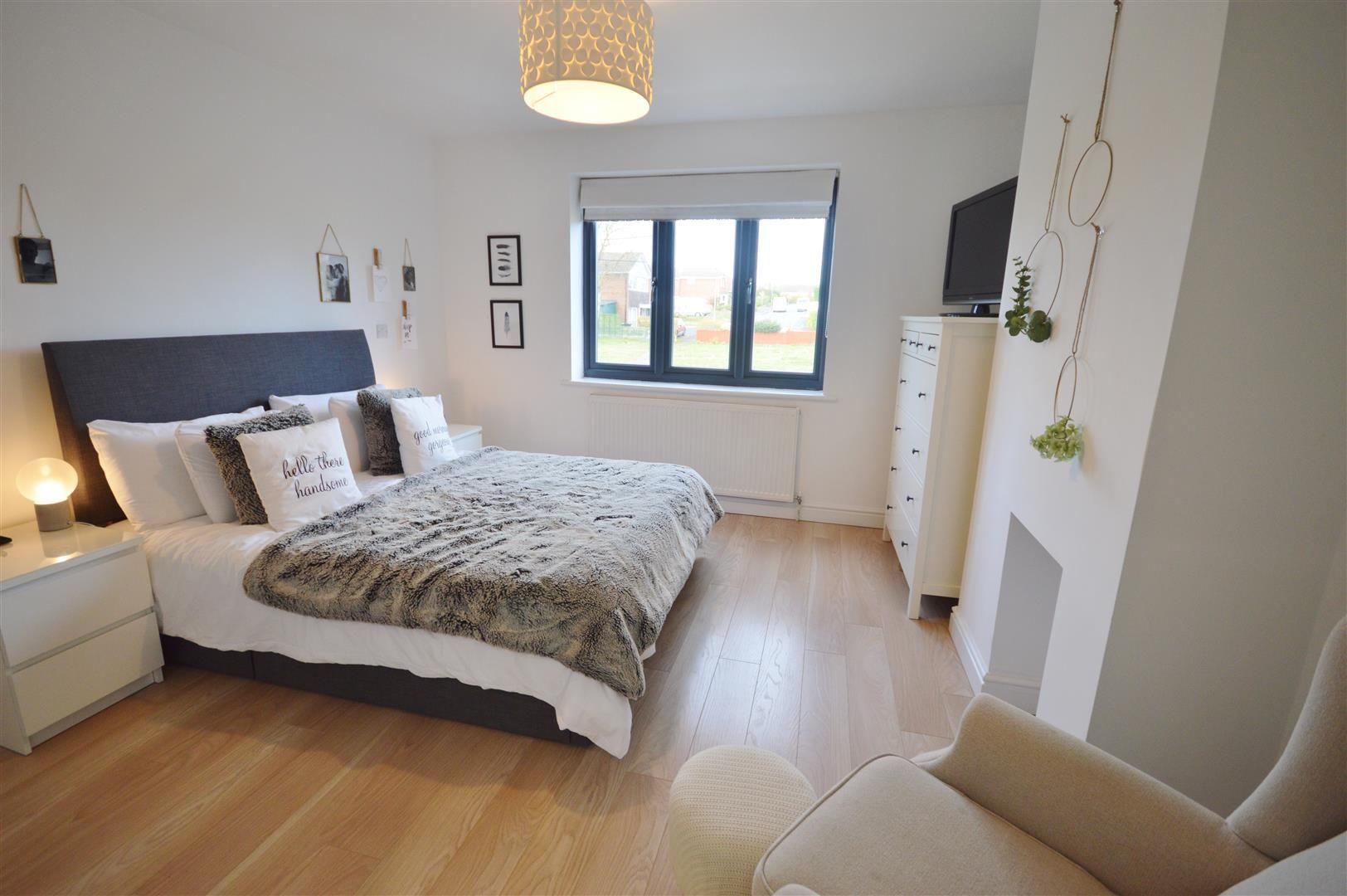 5 bed detached for sale in Leominster 9