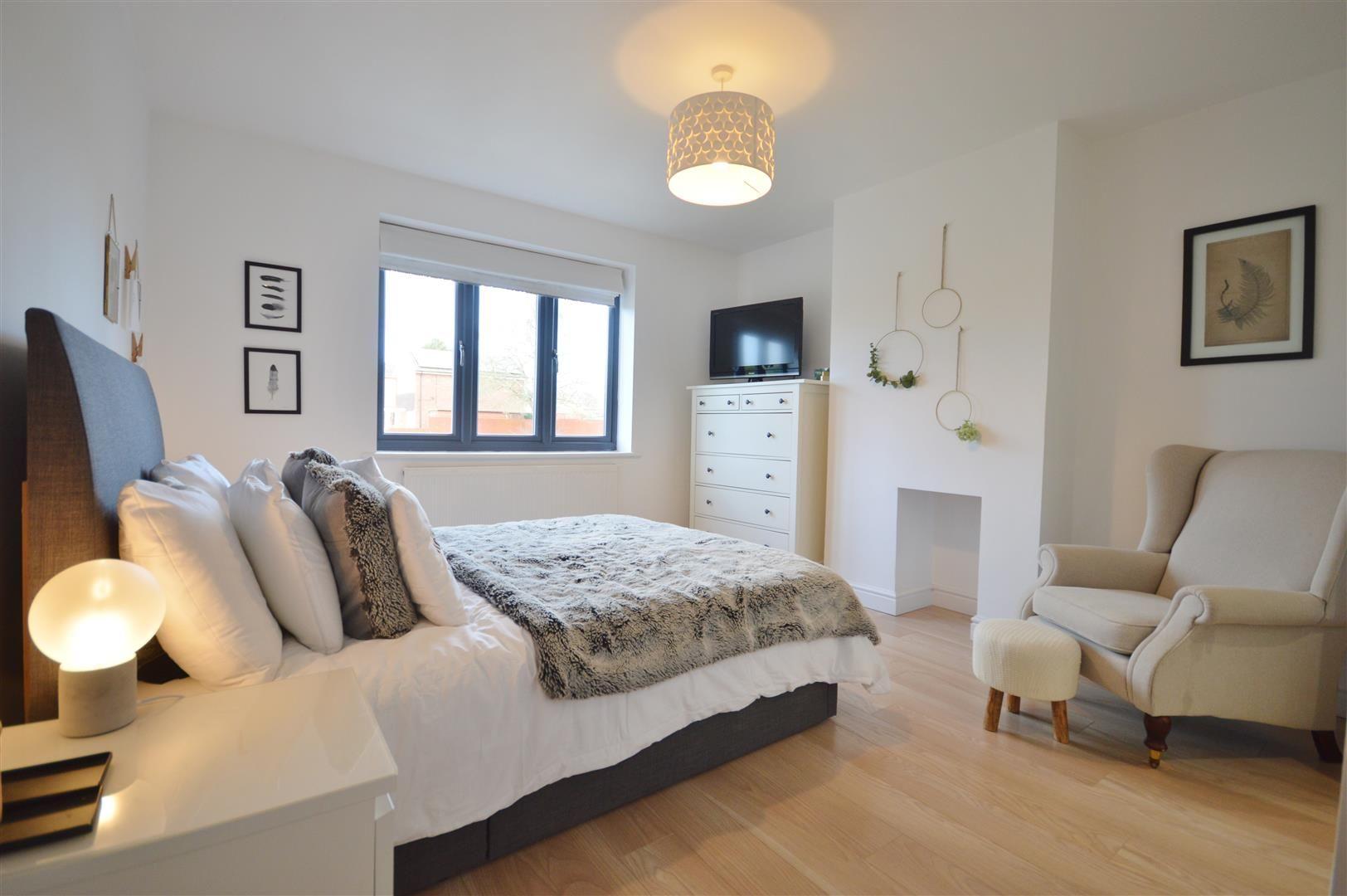 5 bed detached for sale in Leominster 10