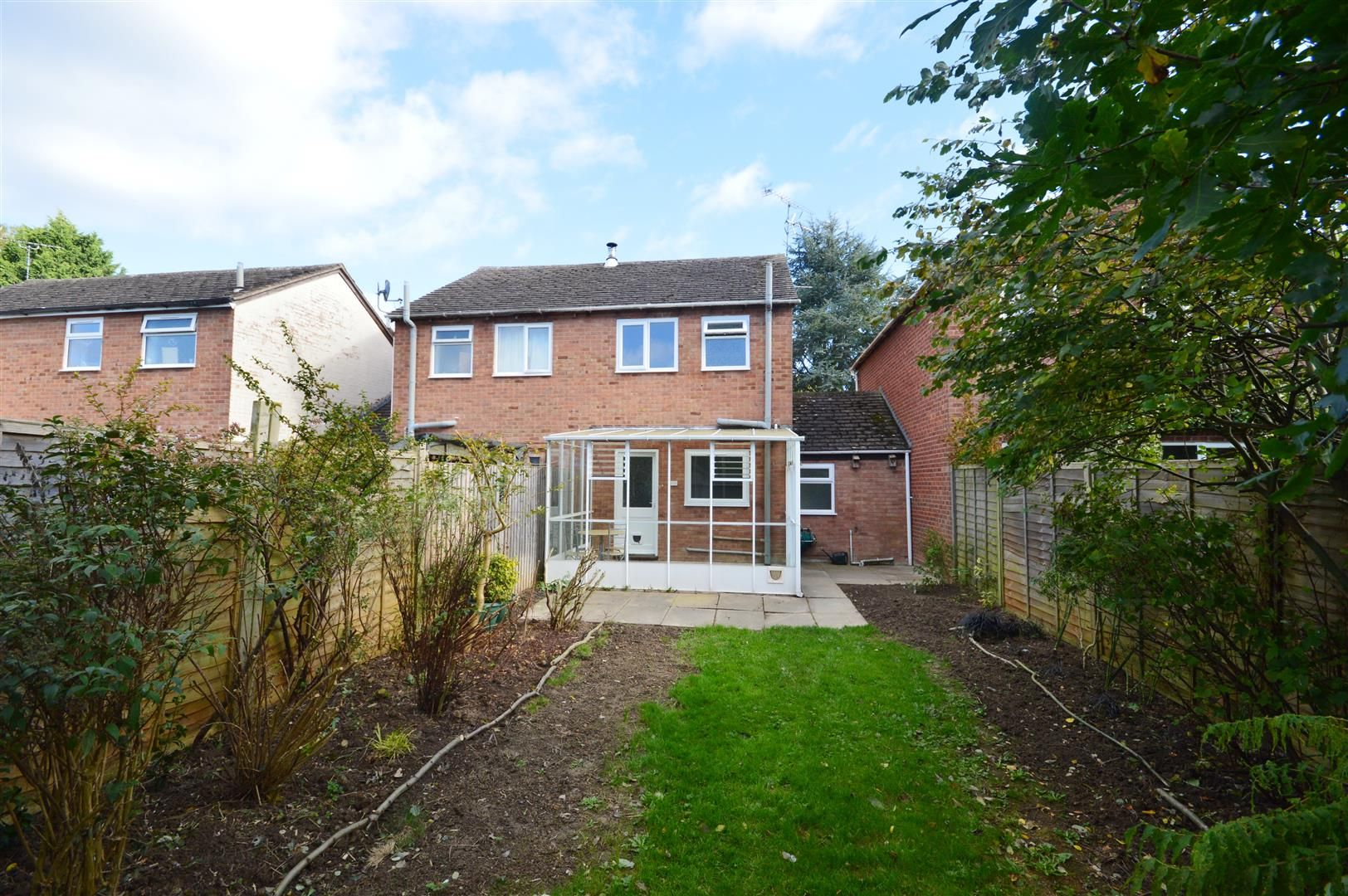 3 bed semi-detached to rent in Leominster 12