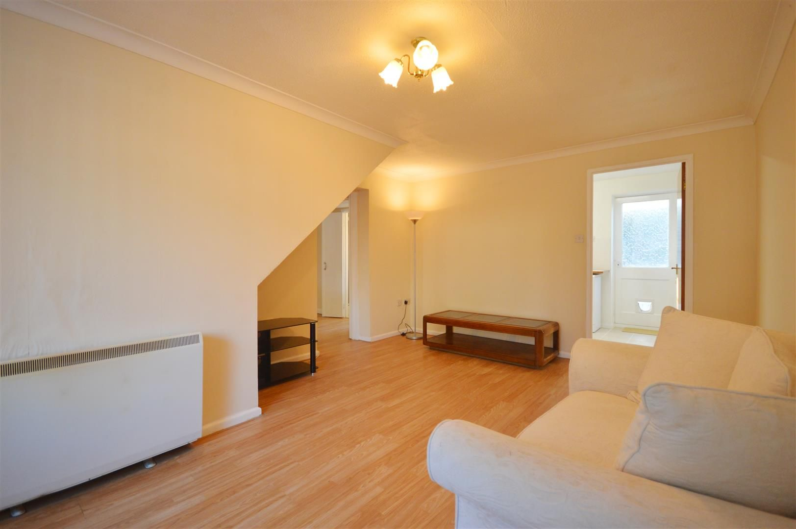 3 bed semi-detached to rent in Leominster 3