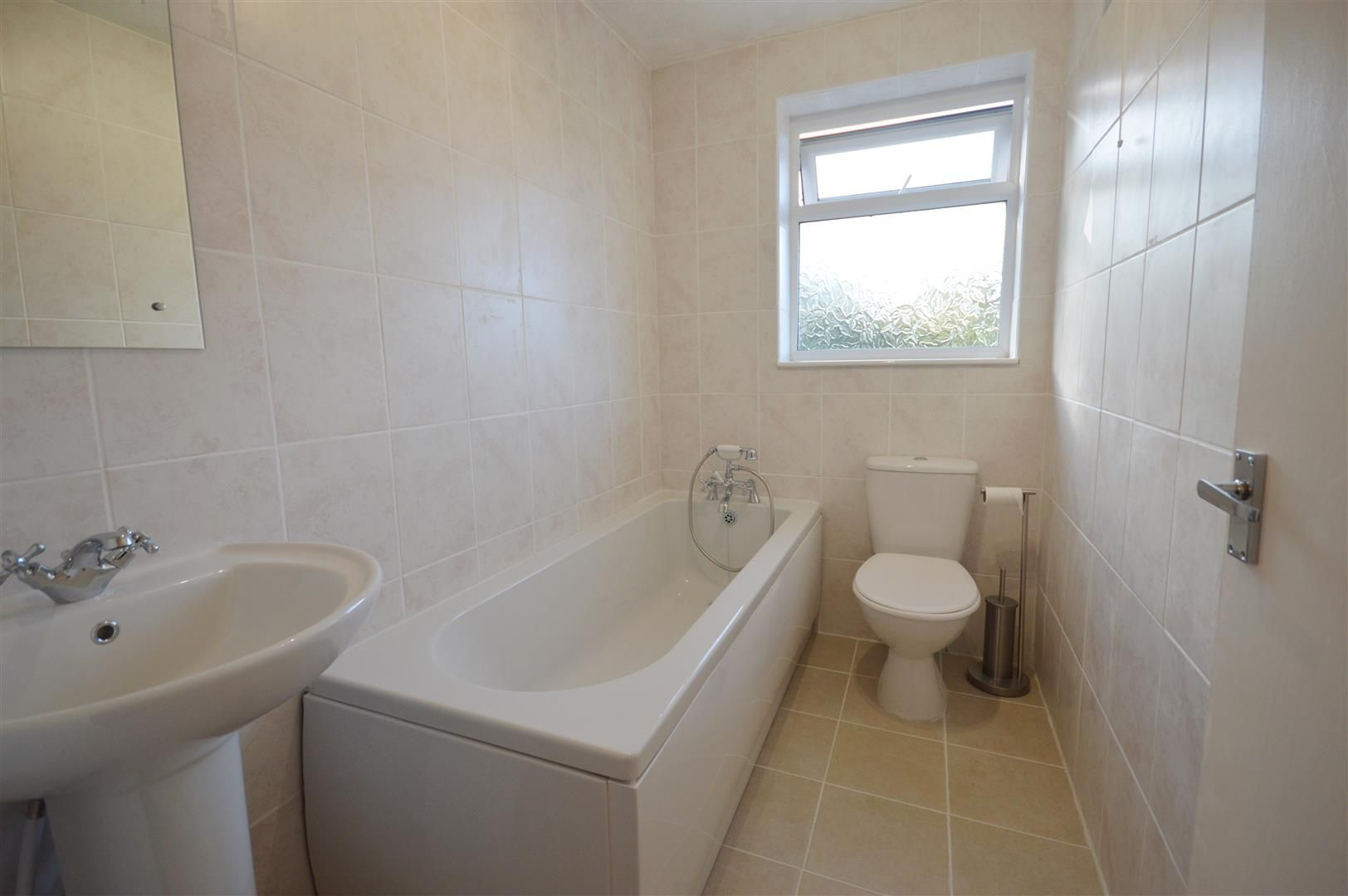3 bed semi-detached to rent in Leominster 10