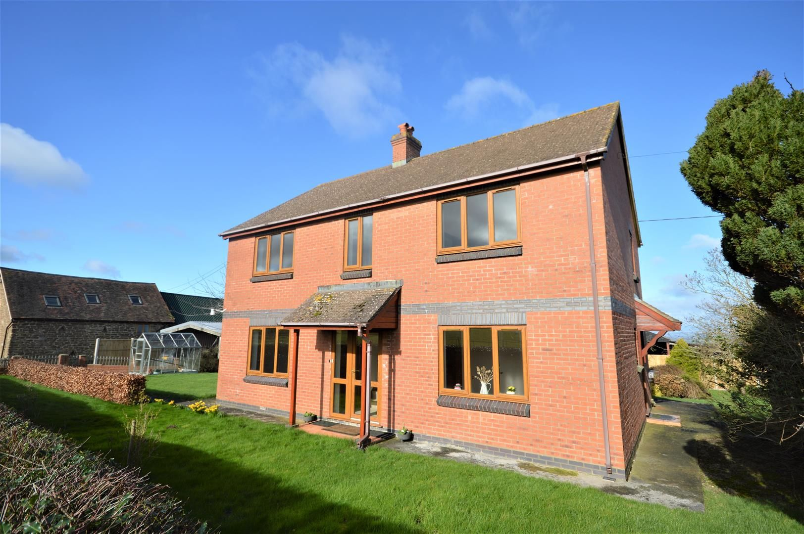 4 bed detached for sale in Leysters  - Property Image 2