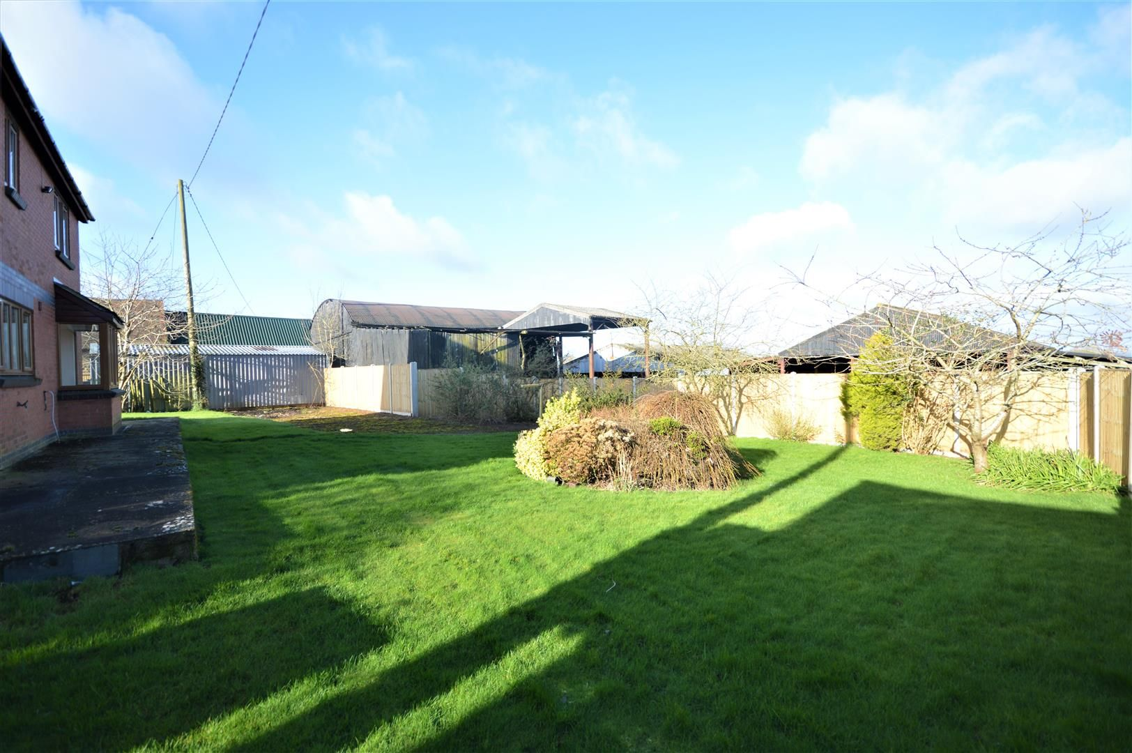 4 bed detached for sale in Leysters 15